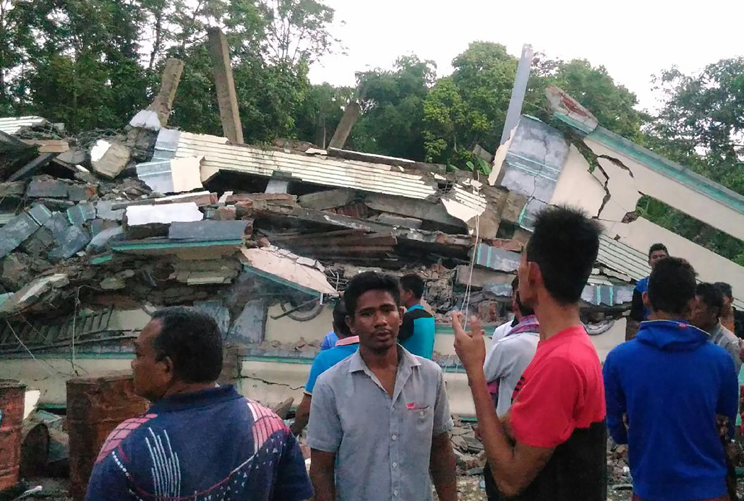 Erős földrengés volt Szumátrán, legalább huszonöten meghaltak