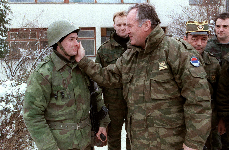 """""""Csókol benneteket Ratko tata"""" - élő adásban jelentkezett be Mladic egy szerb tévében"""