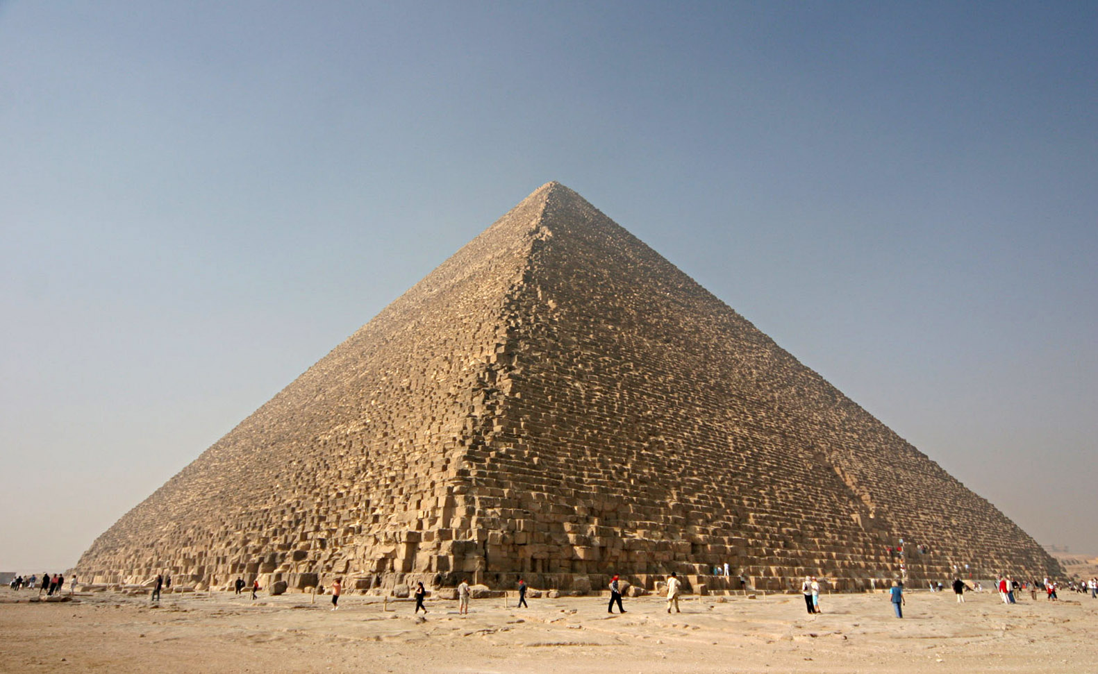 Turistabusz mellett robbantottak Egyiptomban a piramisoknál