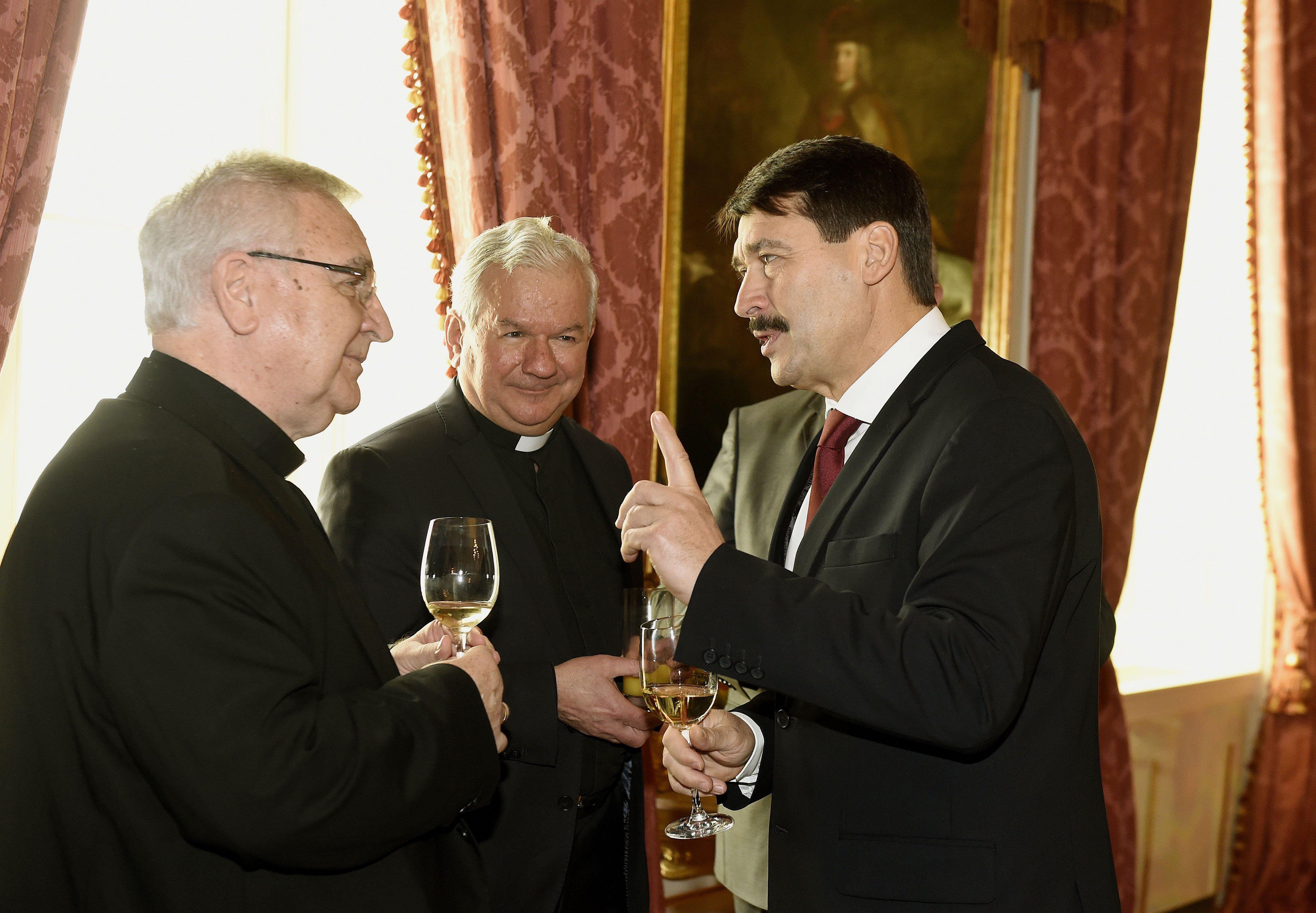 """A húszmilliárddal kitömött szegedi püspök szerint """"a keresztény embernek nem jelent dilemmát a választás"""""""