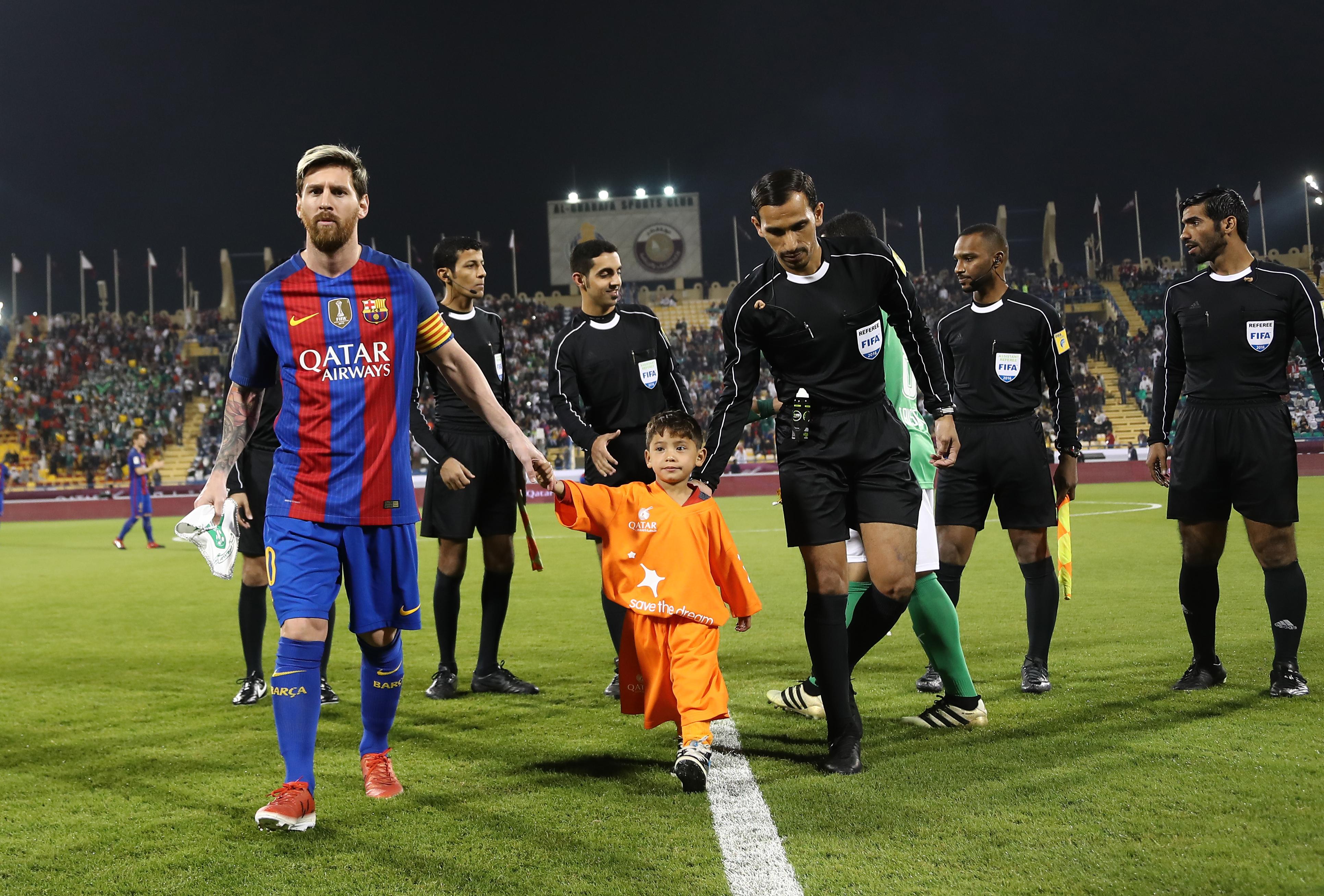 Messi és Suárez csajai Sarkany néven nyitják első boltjukat
