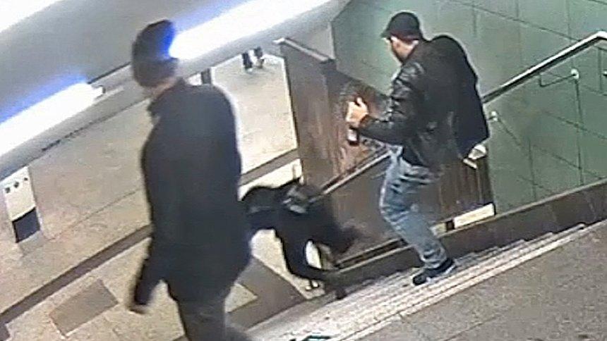 3 évet kapott az a férfi, aki tavaly sörözés közben lerúgott egy nőt egy berlini metróaluljáró lépcsőjéről