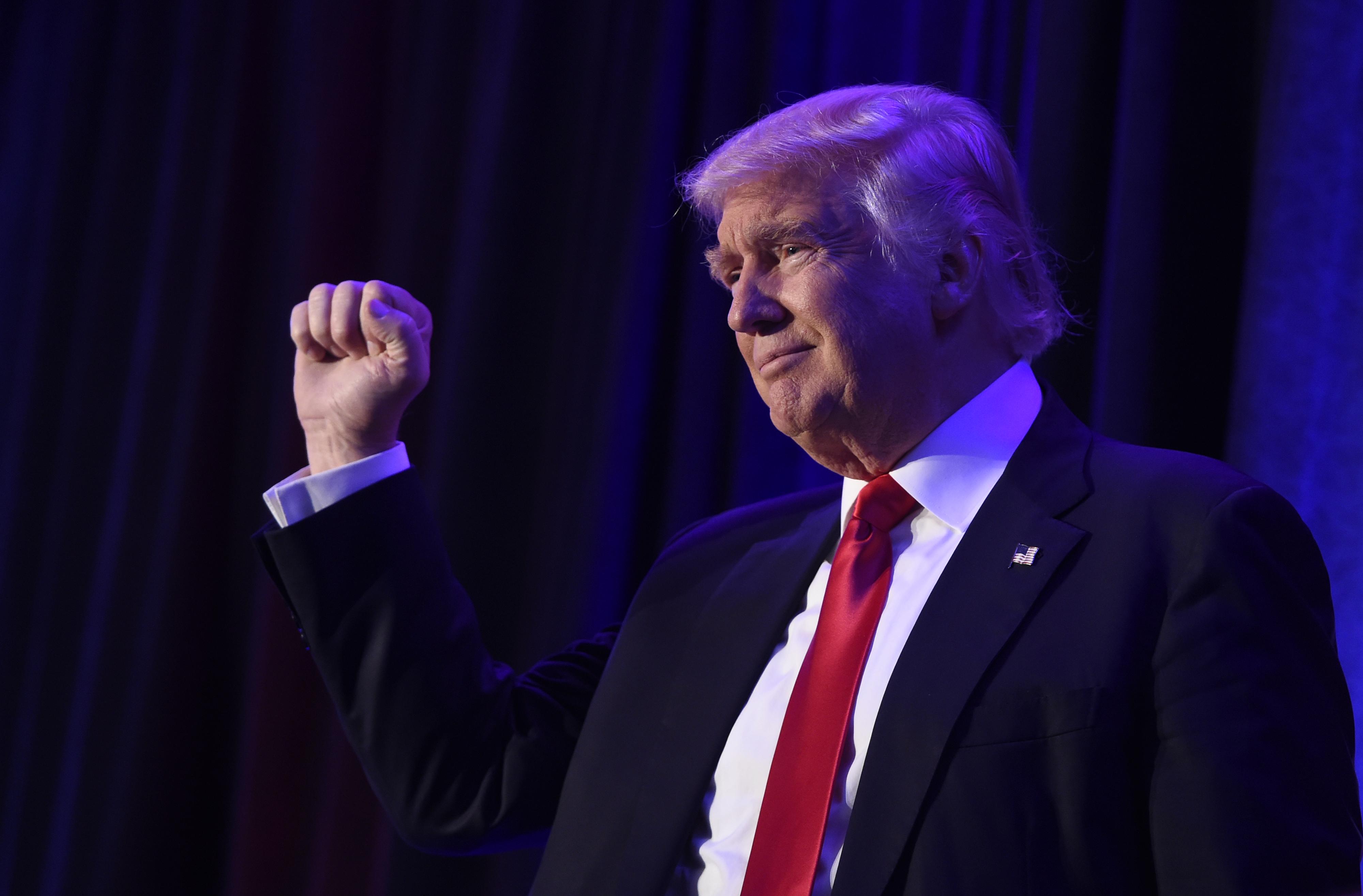 Trump: Egyetlen számítógép sem biztonságos, tessék futárral küldeni