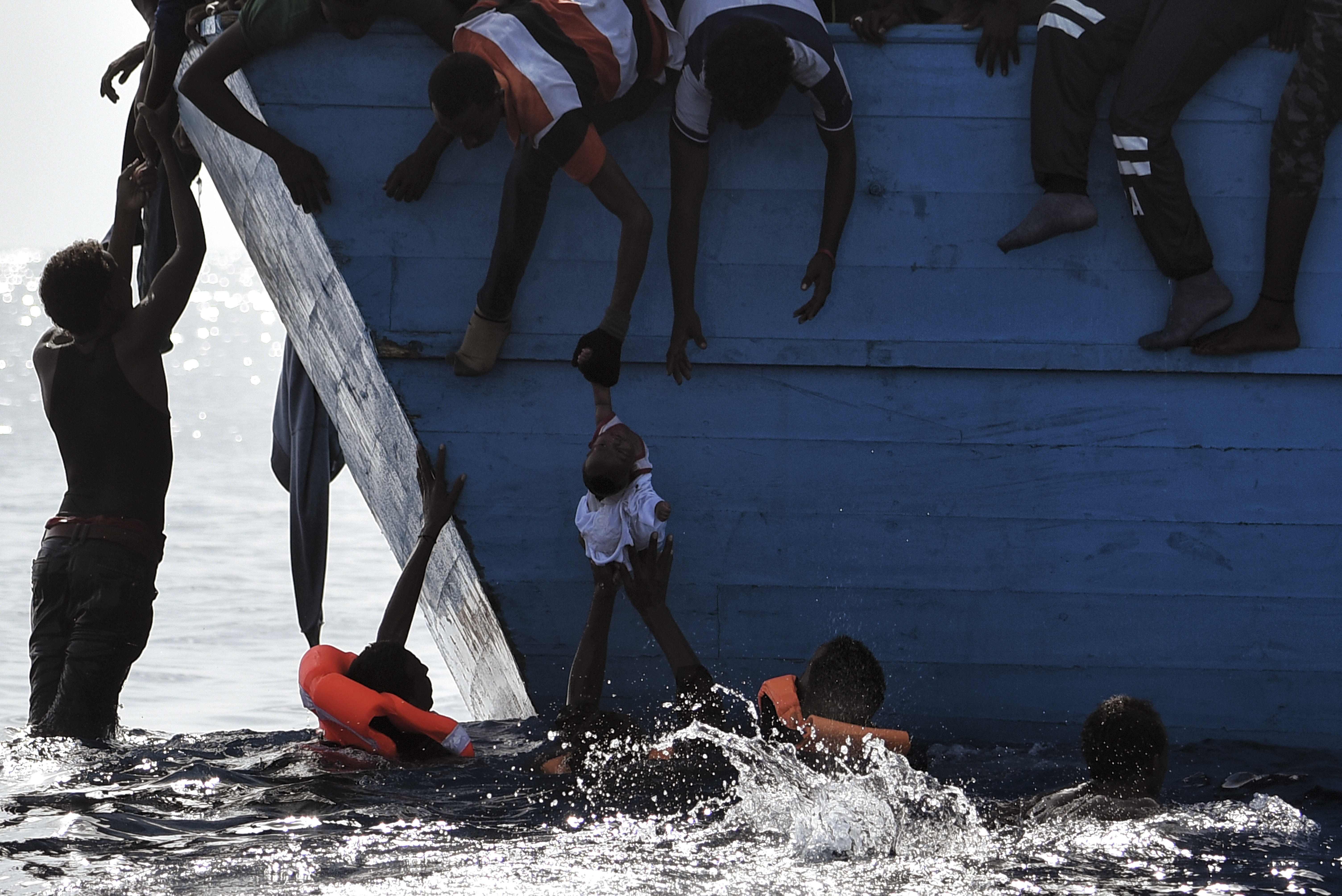 1100 embert mentettek ki a Földközi-tengerből