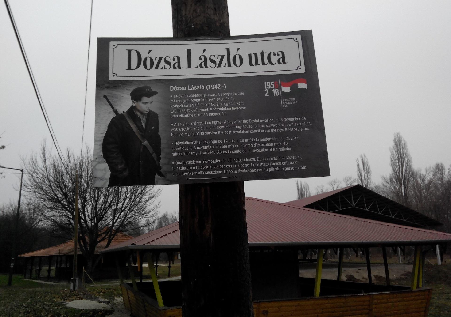 Utcatábla hirdeti Dózsa László 56-os feltámadását a Hajógyári-szigeten