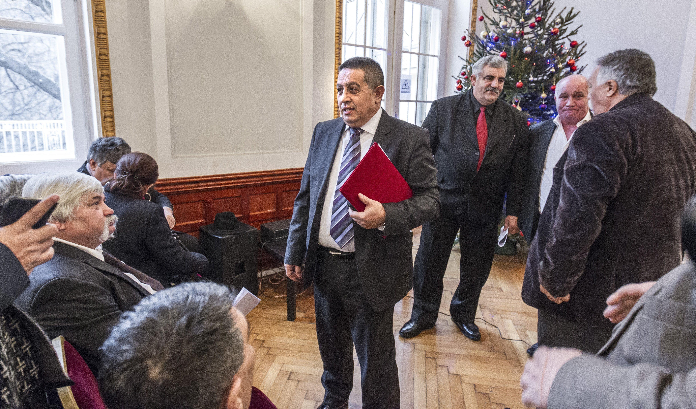 Felfüggesztett börtönre ítélték az Országos Roma Önkormányzat elnökét