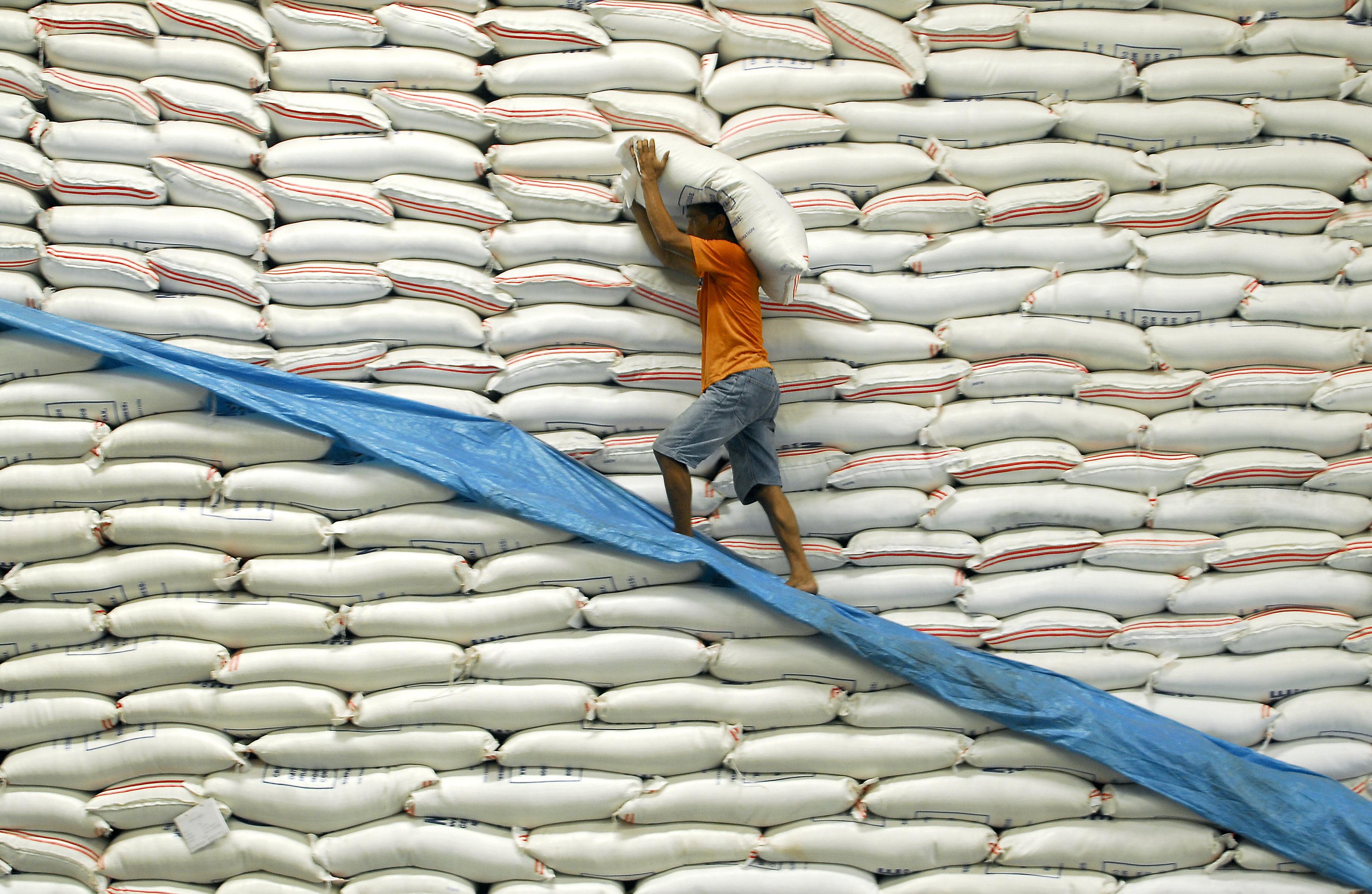 2,5 tonna műanyag rizst foglaltak le Nigériában