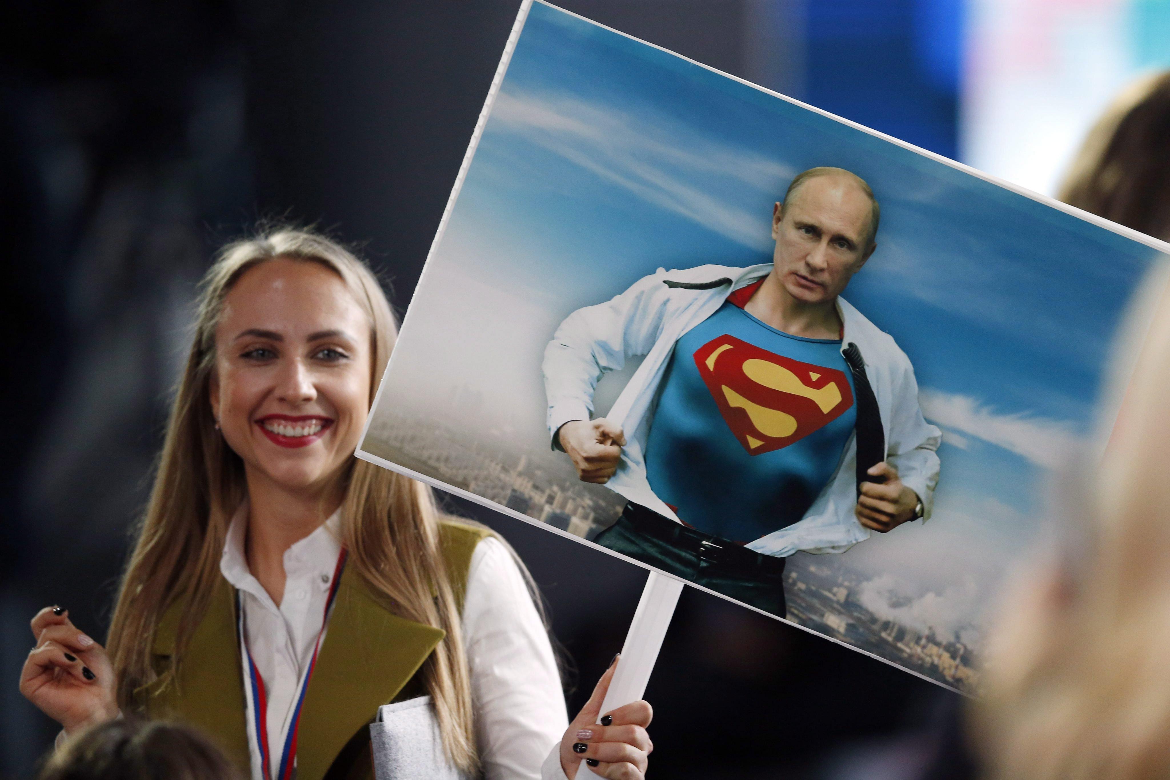 Ugyan lehet verni a feleségeket, de Putyin szerint Oroszországban nagyobb szeretettel gondolnak a nőkre, mint bárhol máshol