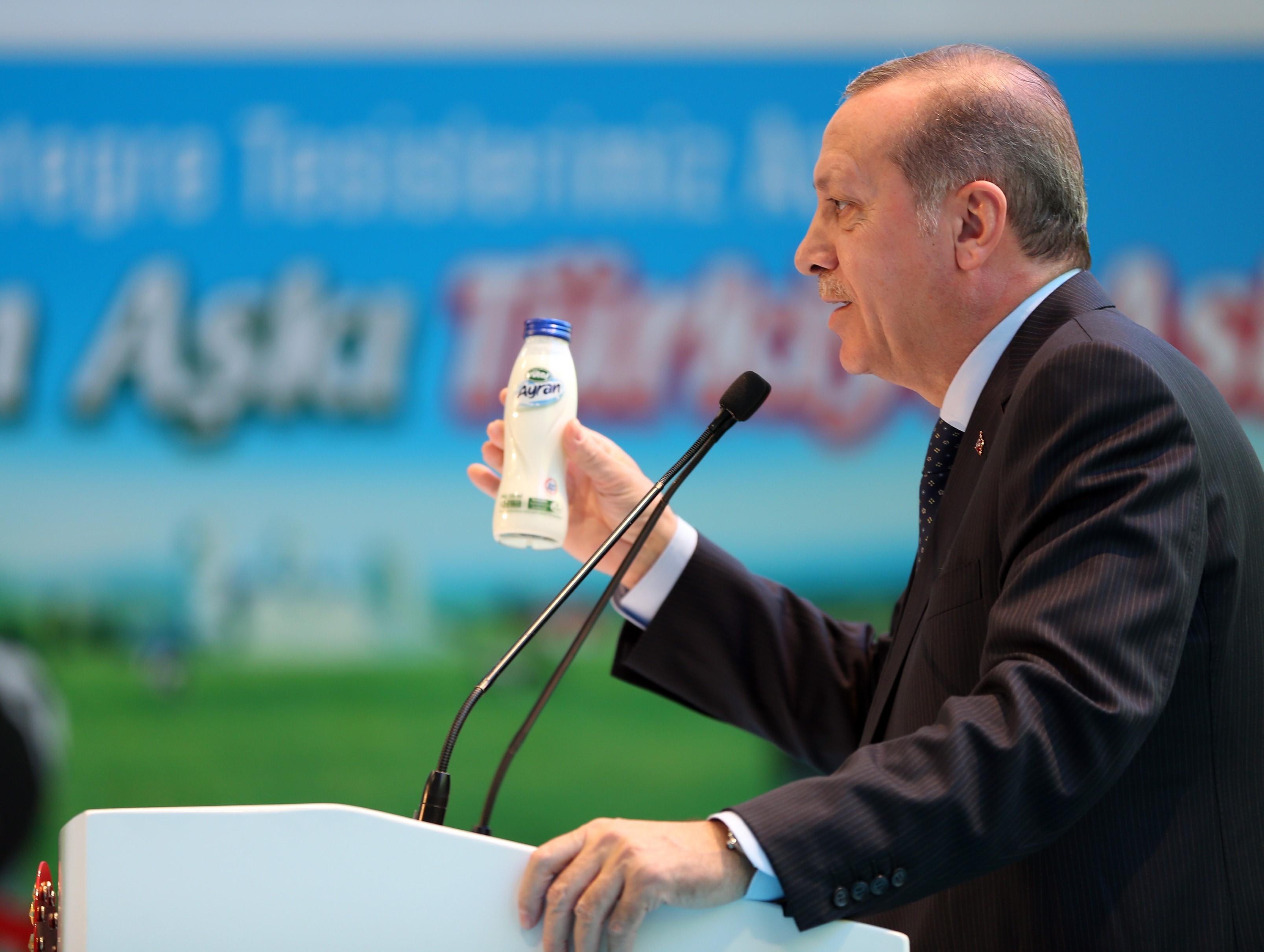 Törökországban 10 ezer ember ellen indítottak nyomozást az internetes tevékenységük miatt