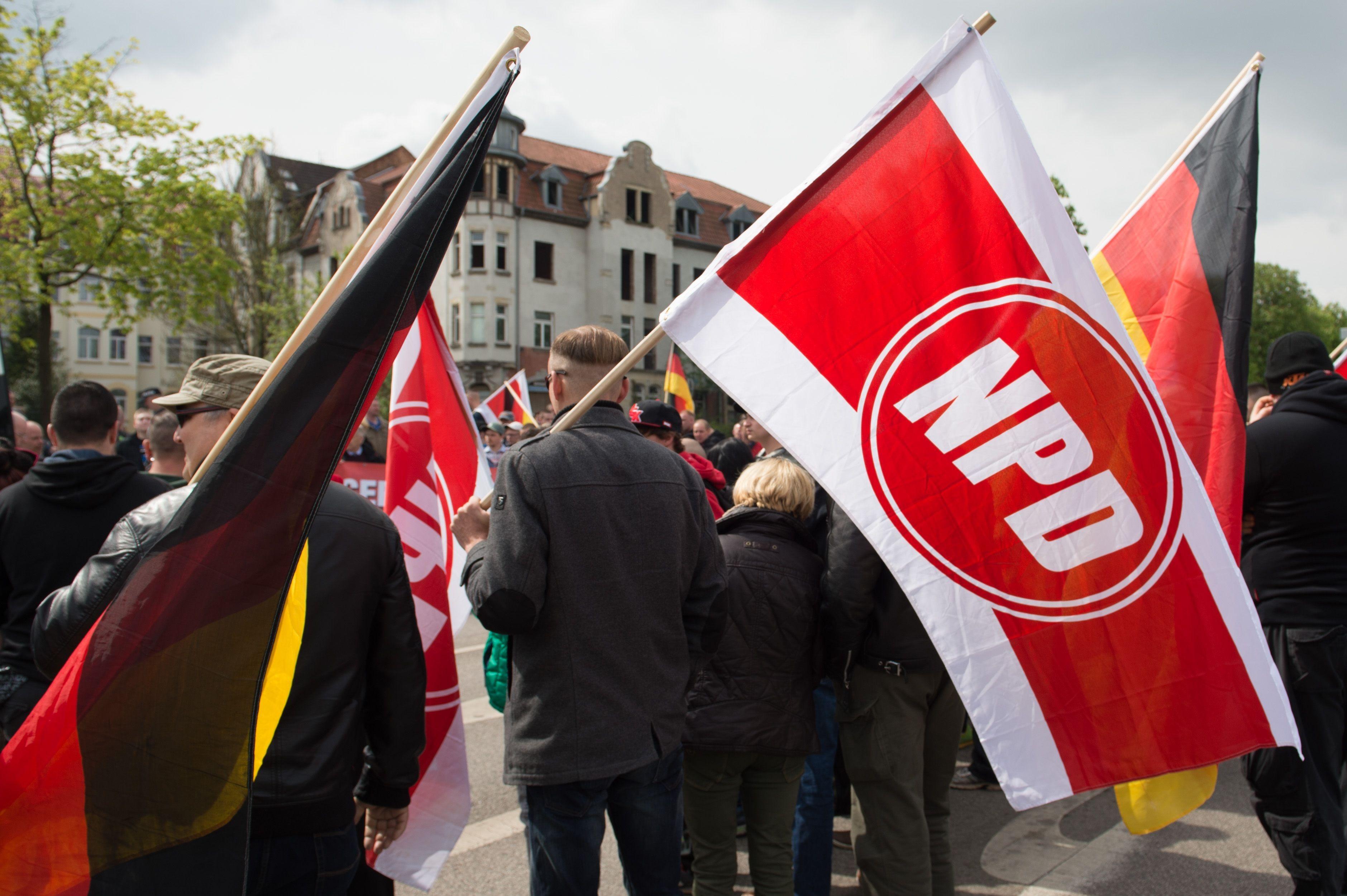 Megtiltotta a rendőrség a német szélsőjobbnak, hogy a kölni dóm mellett tüntessen szilveszterkor