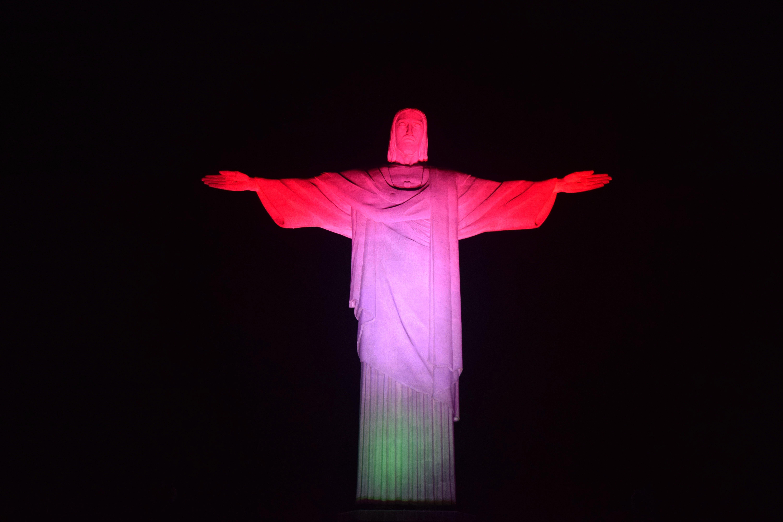 A magyar zászló színeiben pompázott a riói Jézus-szobor