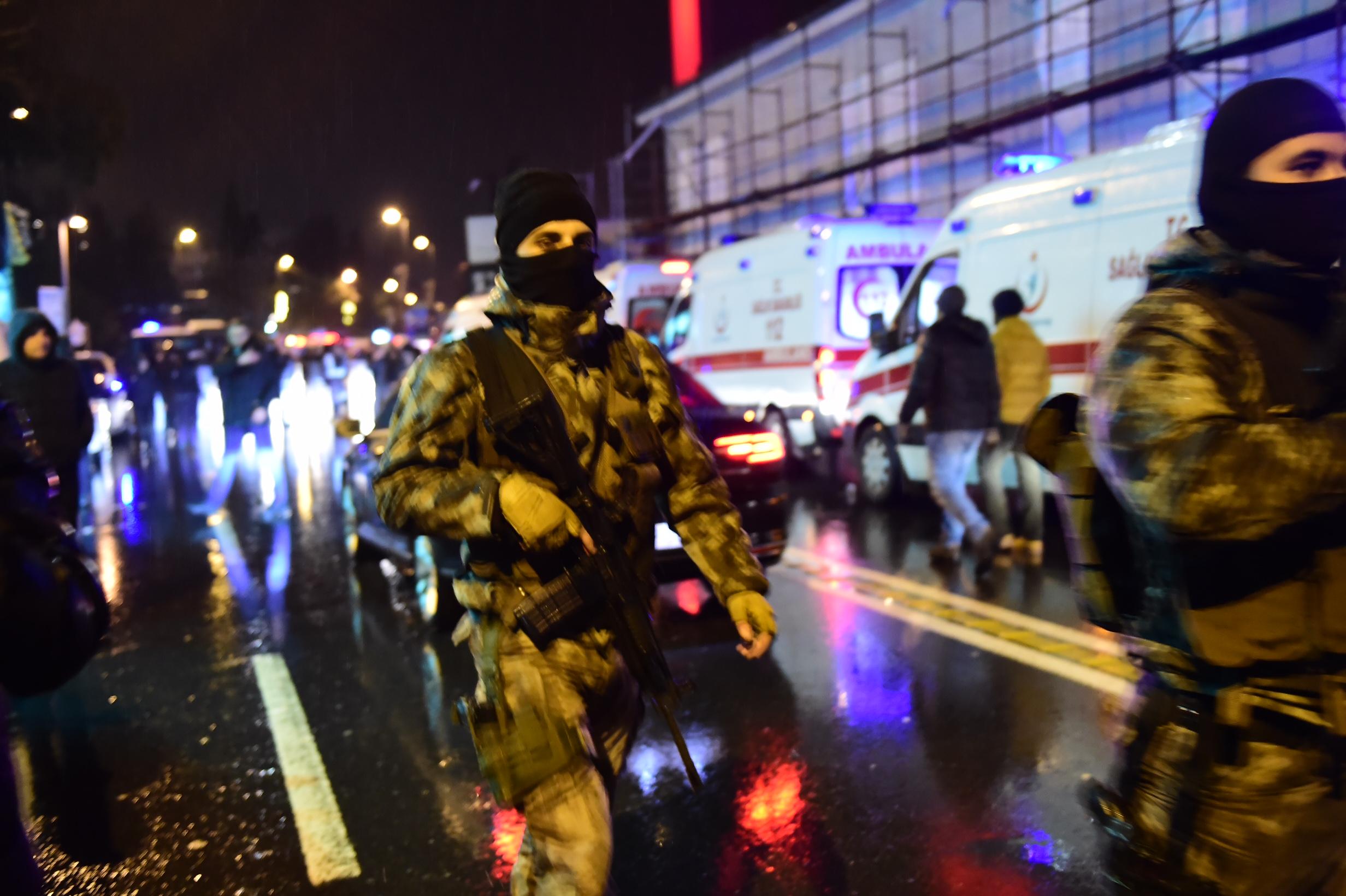 Több tucatnyi halálos áldozata van az isztambuli terrortámadásnak