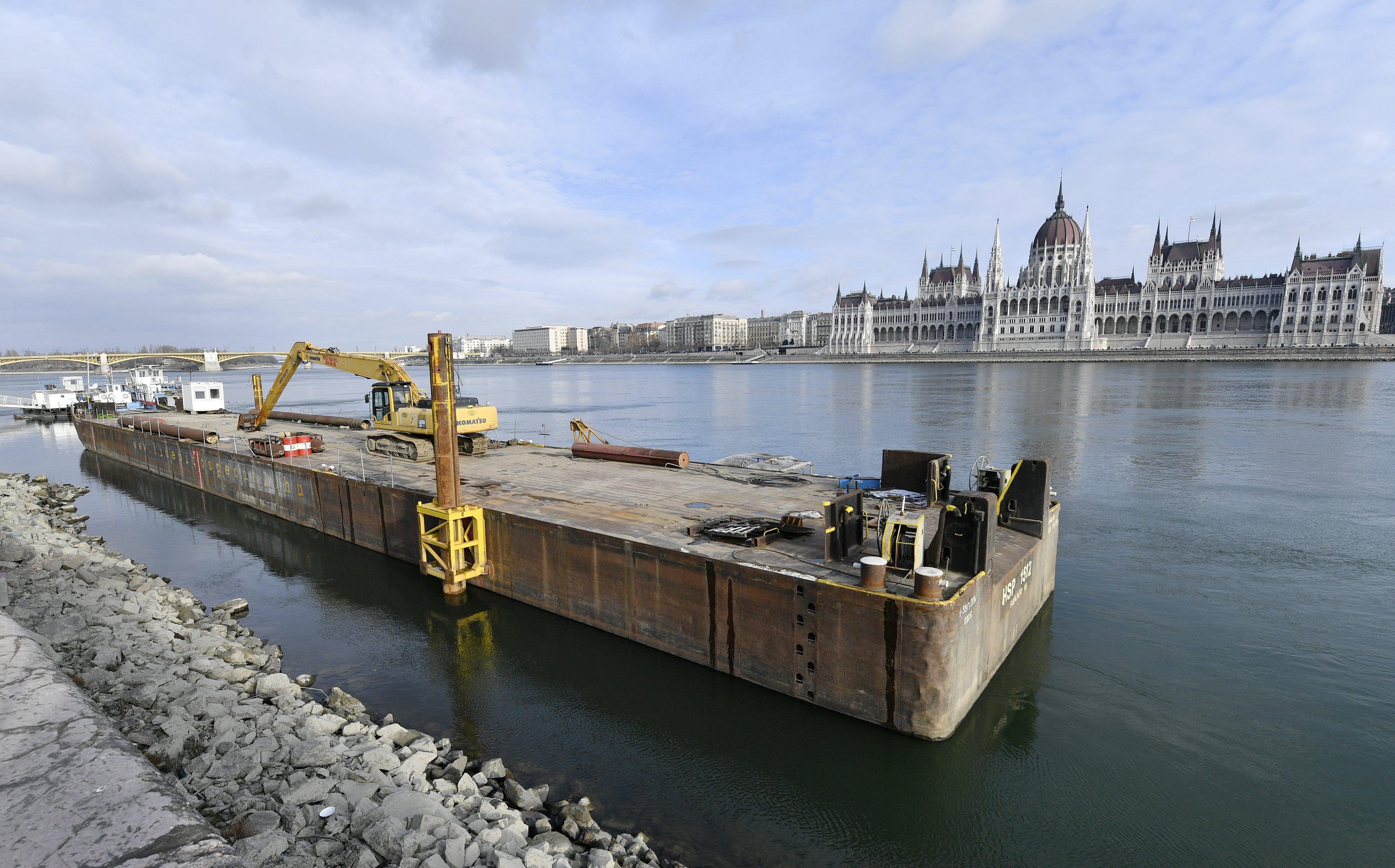 Kétmilliárdból épül  az úszó-vb ideiglenes ugrótornya a Batthyány térnél