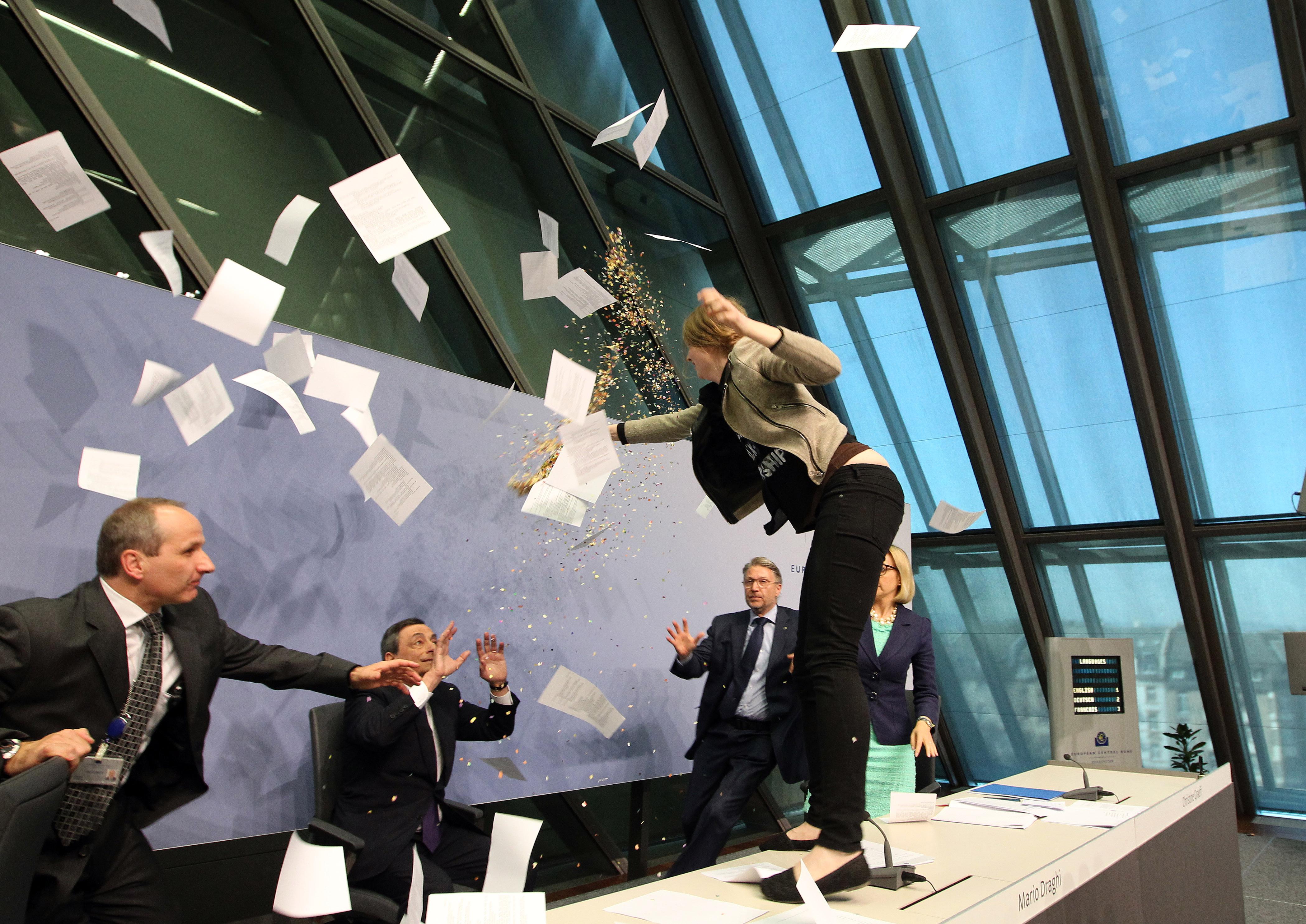 Az Európai Központi Bank aggódik az eurózóna stabilitása miatt