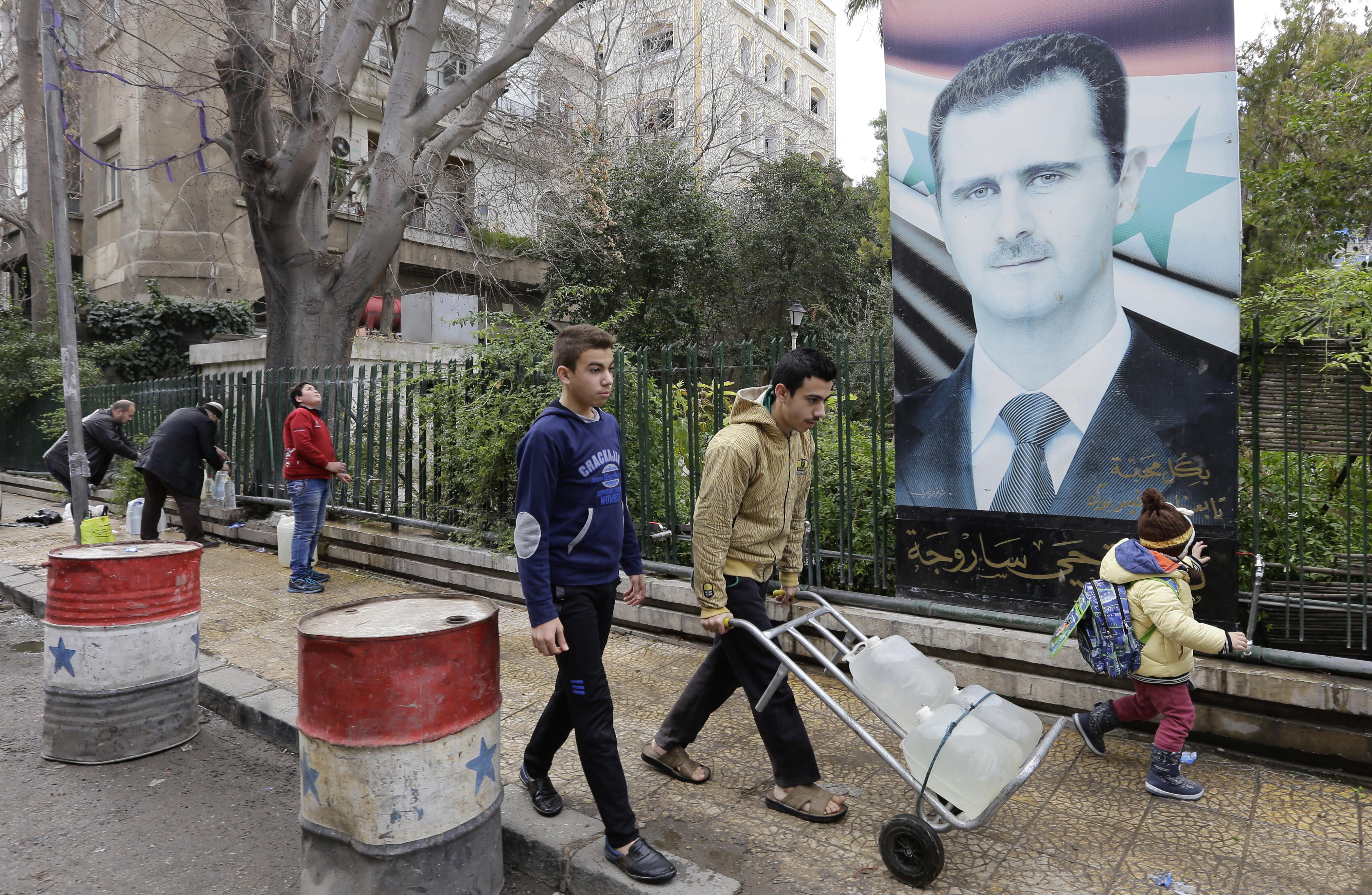 Asszád szerint teljesen rendben volt, hogy civilekkel zsúfolt negyedeket bombáztak Aleppóban