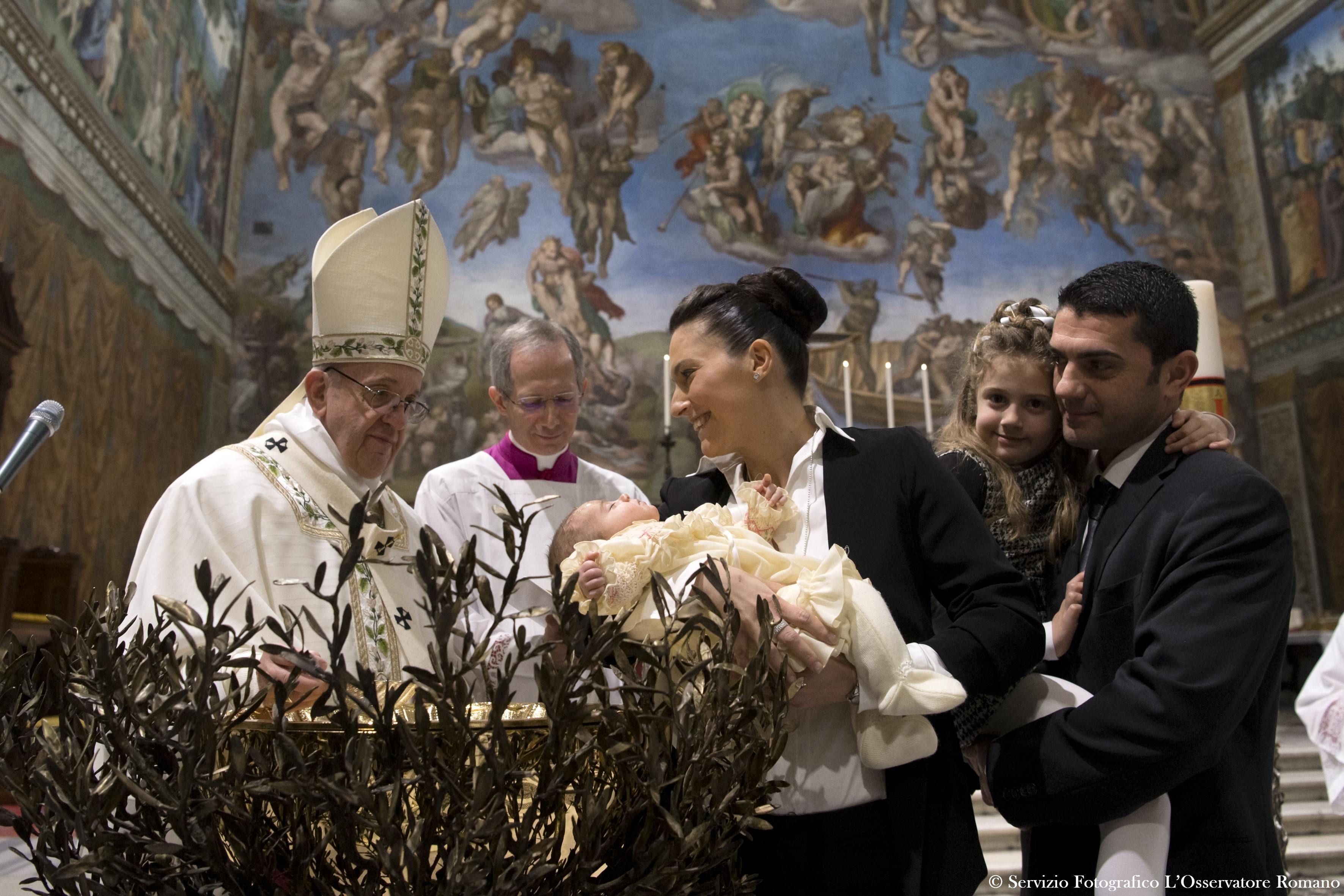 Ferenc pápa arra bátorította az anyákat a Sixtus-kápolnában, hogy nyugodtan szoptassák meg gyermeküket, ha éhes