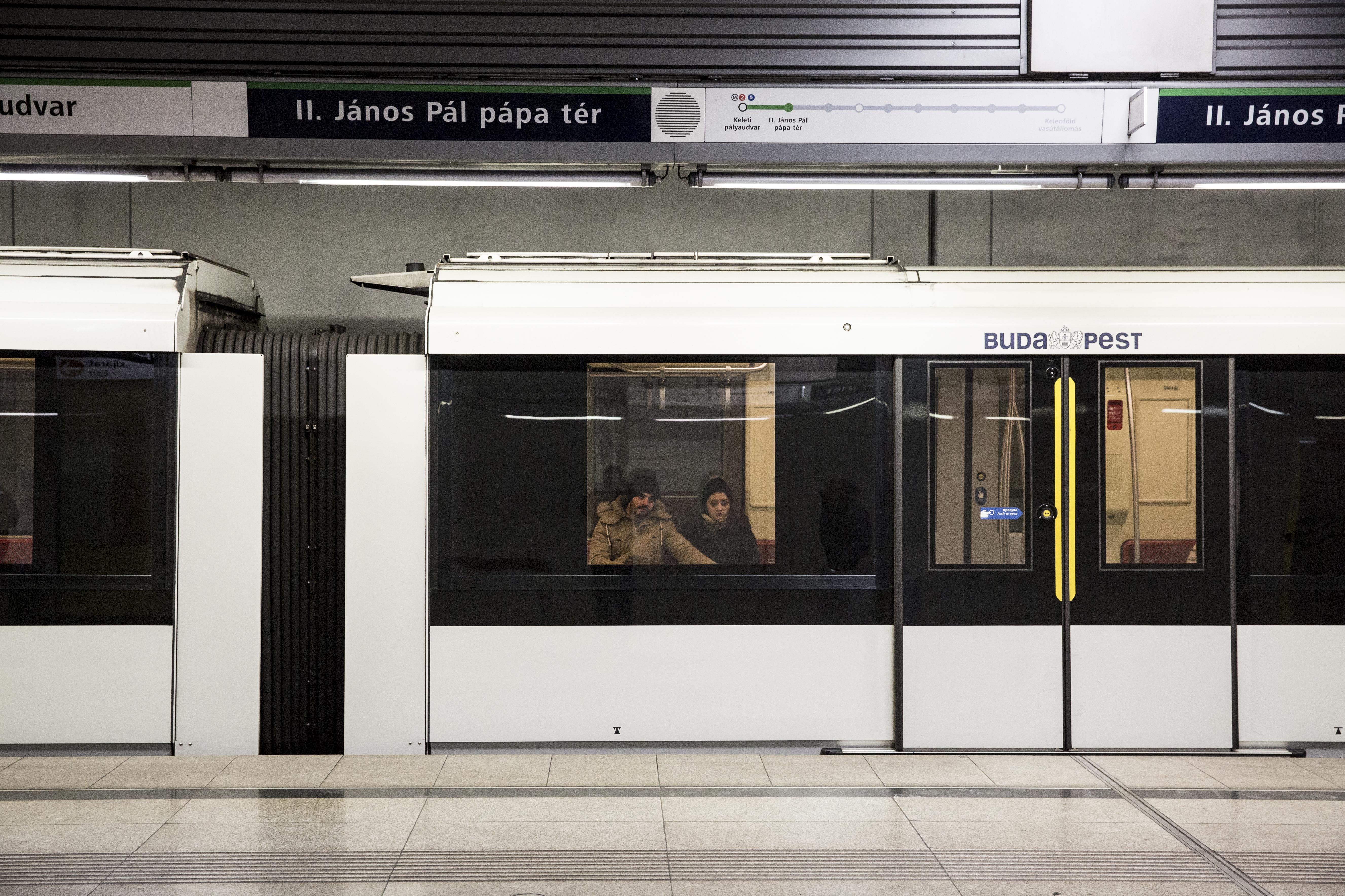 Szerdától újra automatikusan nyílnak az ajtók az M2-es és az M4-es metrón