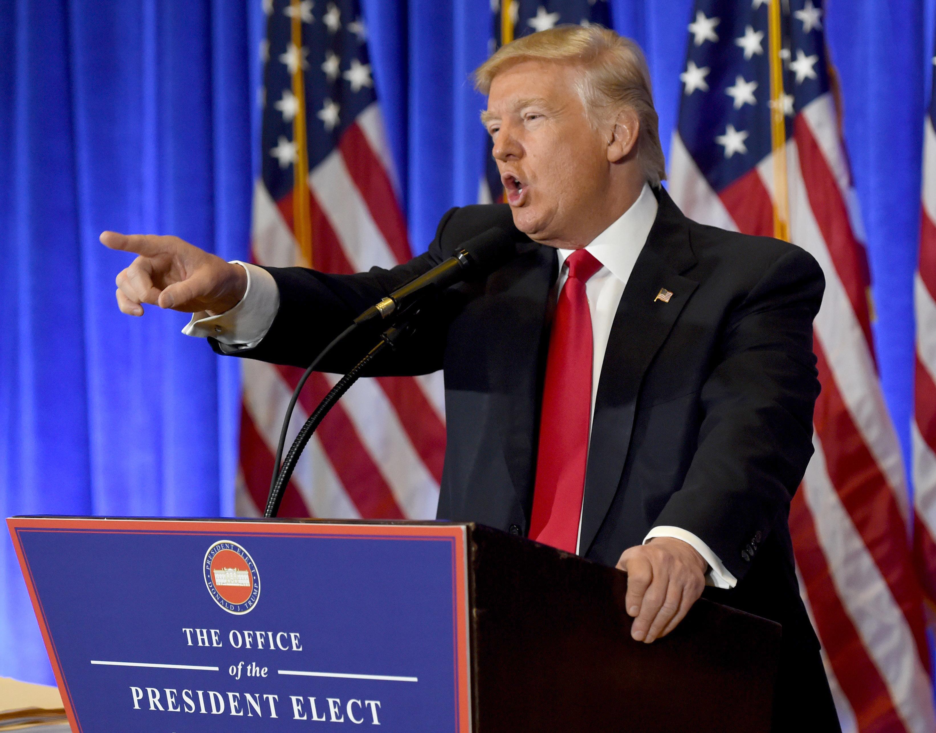 Trump nem volt hajlandó válaszolni a CNN újságírójának, mert szerinte kamuhíreket közölnek