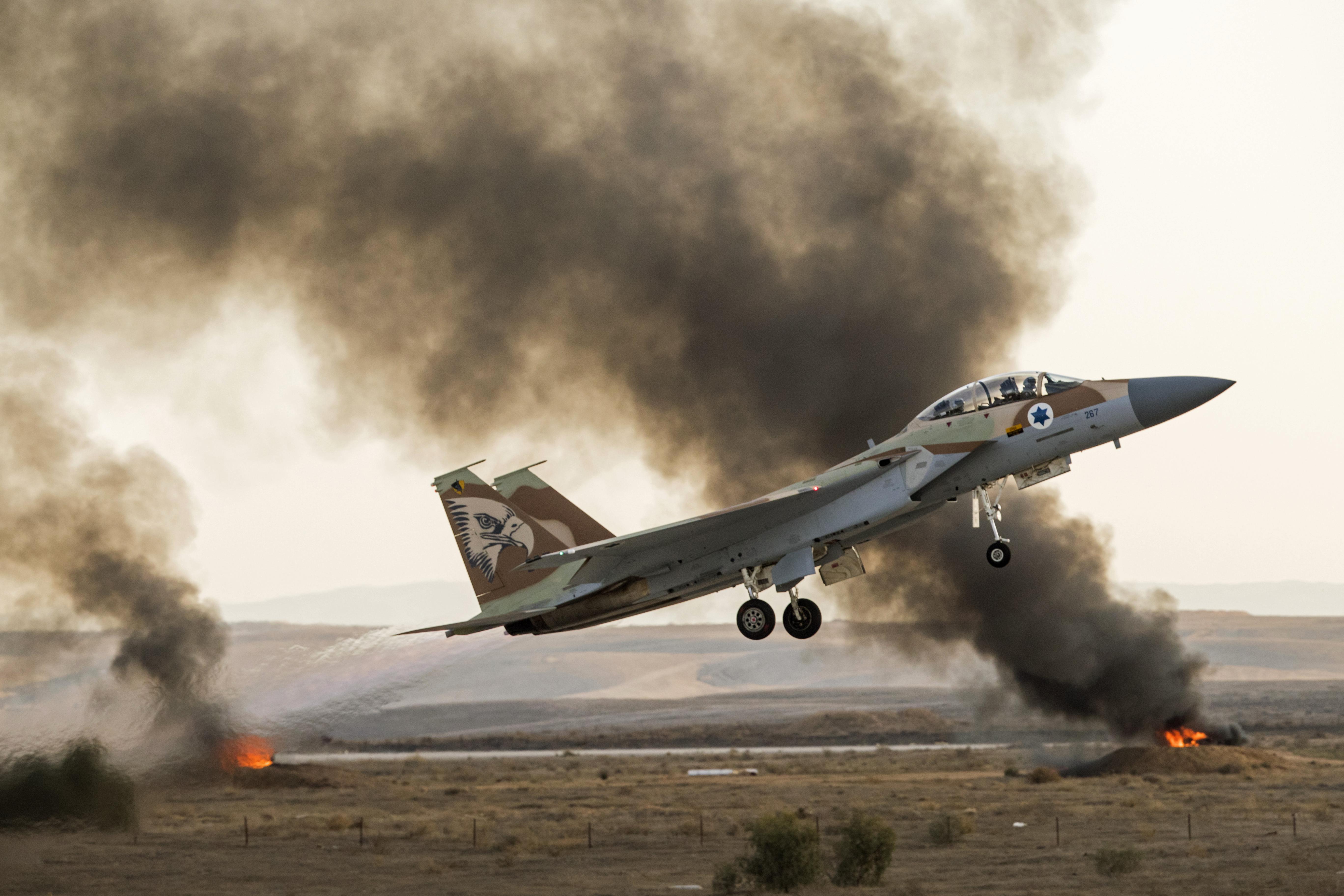 Szíriában bombázott egy vegyi üzemet az izraeli légierő