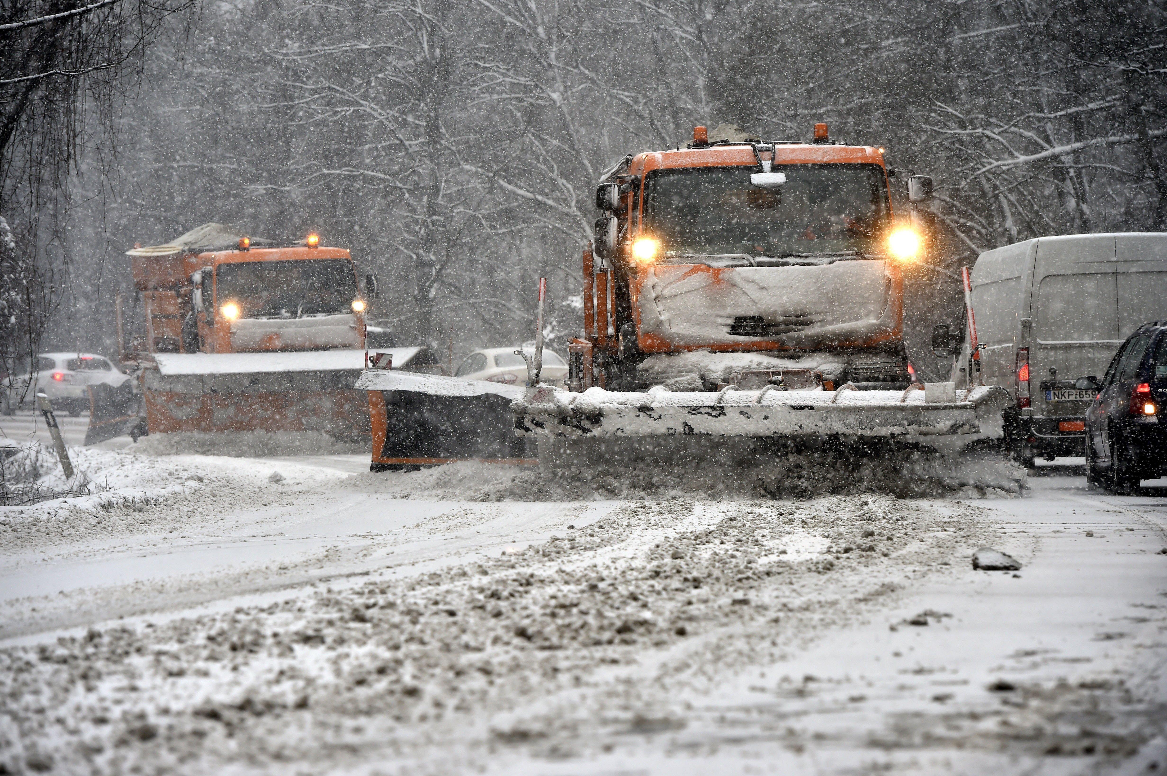 Lezártak négy utat Borsodban a nagy hó miatt