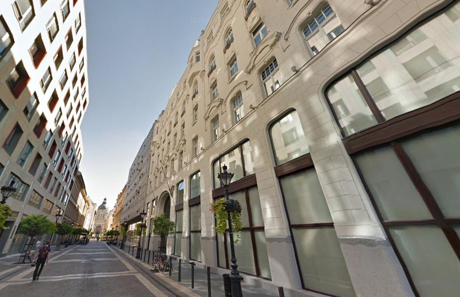 Félállami banktól kapott 2,2 milliárdos hitelt a strómancég, amelyik megvette a Four Seasons mögötti épületet