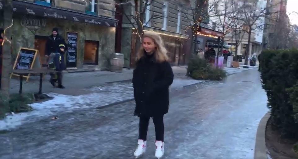 Simán lehetett korcsolyázni a Lövőház utcában