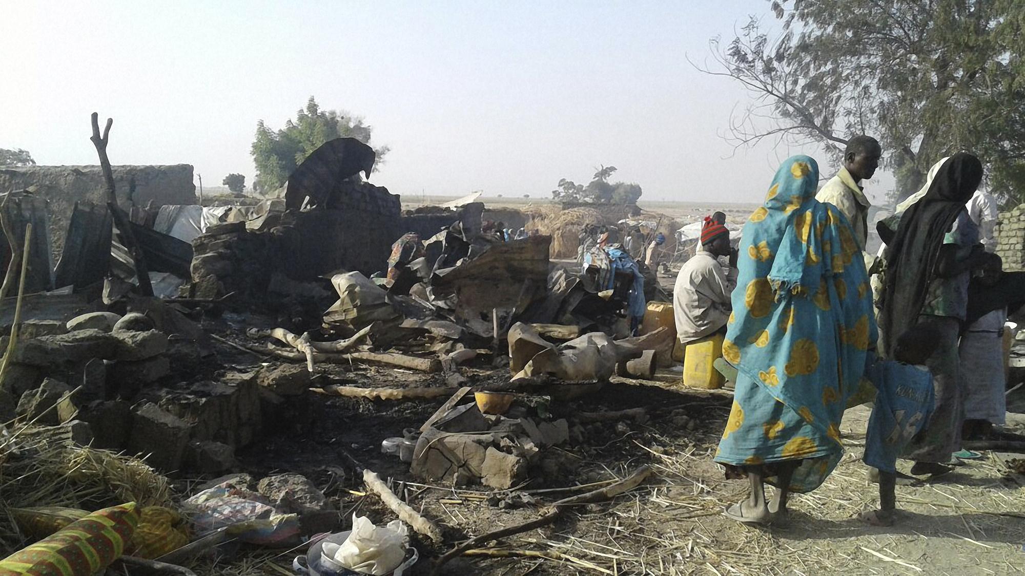 236 ember halt meg, miután tévedésből egy menekülttábort bombázott le a nigériai légierő