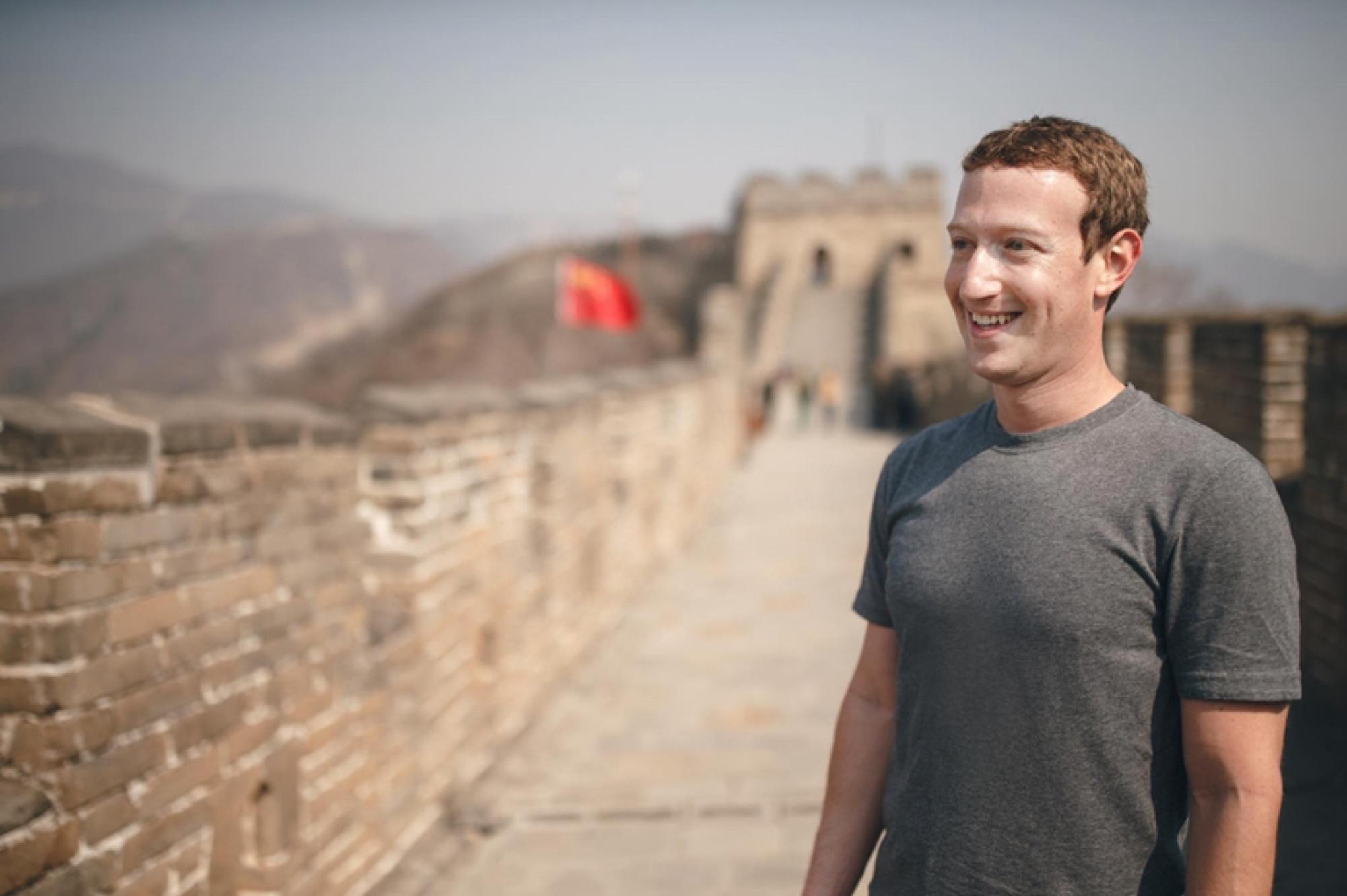 Magánhadsereget tart fenn Zuckerberg, hogy a profilján moderálják a kommenteket