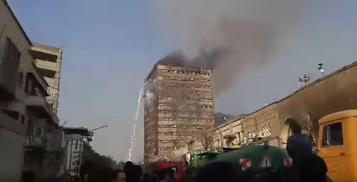 Összeomlott egy 17 emeletes toronyház Teheránban