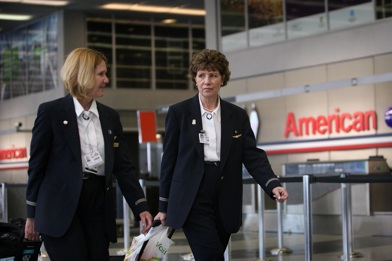 Lopással vádoltak két fekete kosarast, és leszállíttatták őket a repülőről