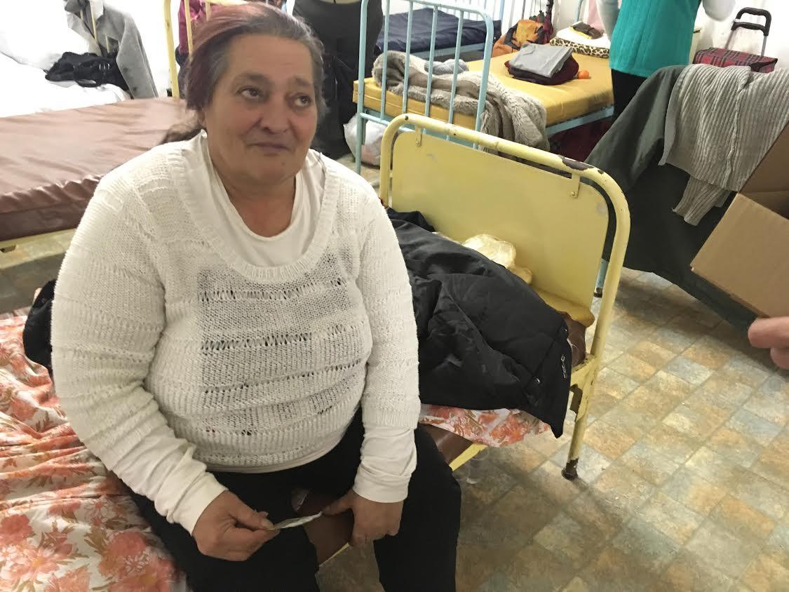Világcsúcs a perverz reklámozásban: intenzív bőrregeneráló öko csigakrémet adott hajléktalanoknak egy magyar cég