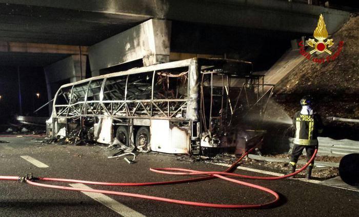 A busz kerekei mondhatták fel a szolgálatot a tragédia előtt
