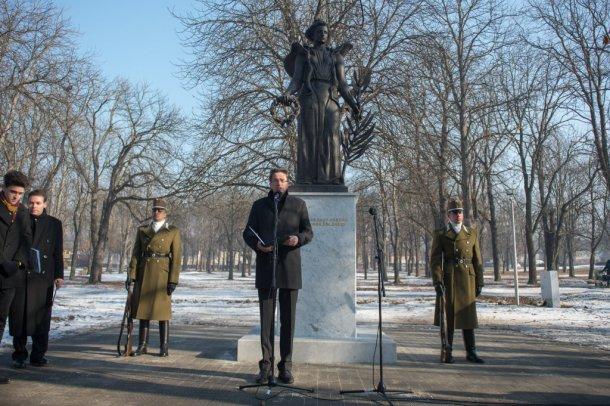 Vadonatúj, a Vörös Hadsereg előtt tisztelgő emlékművel köszönti Magyarország az ide látogató Vlagyimir Putyin orosz elnököt