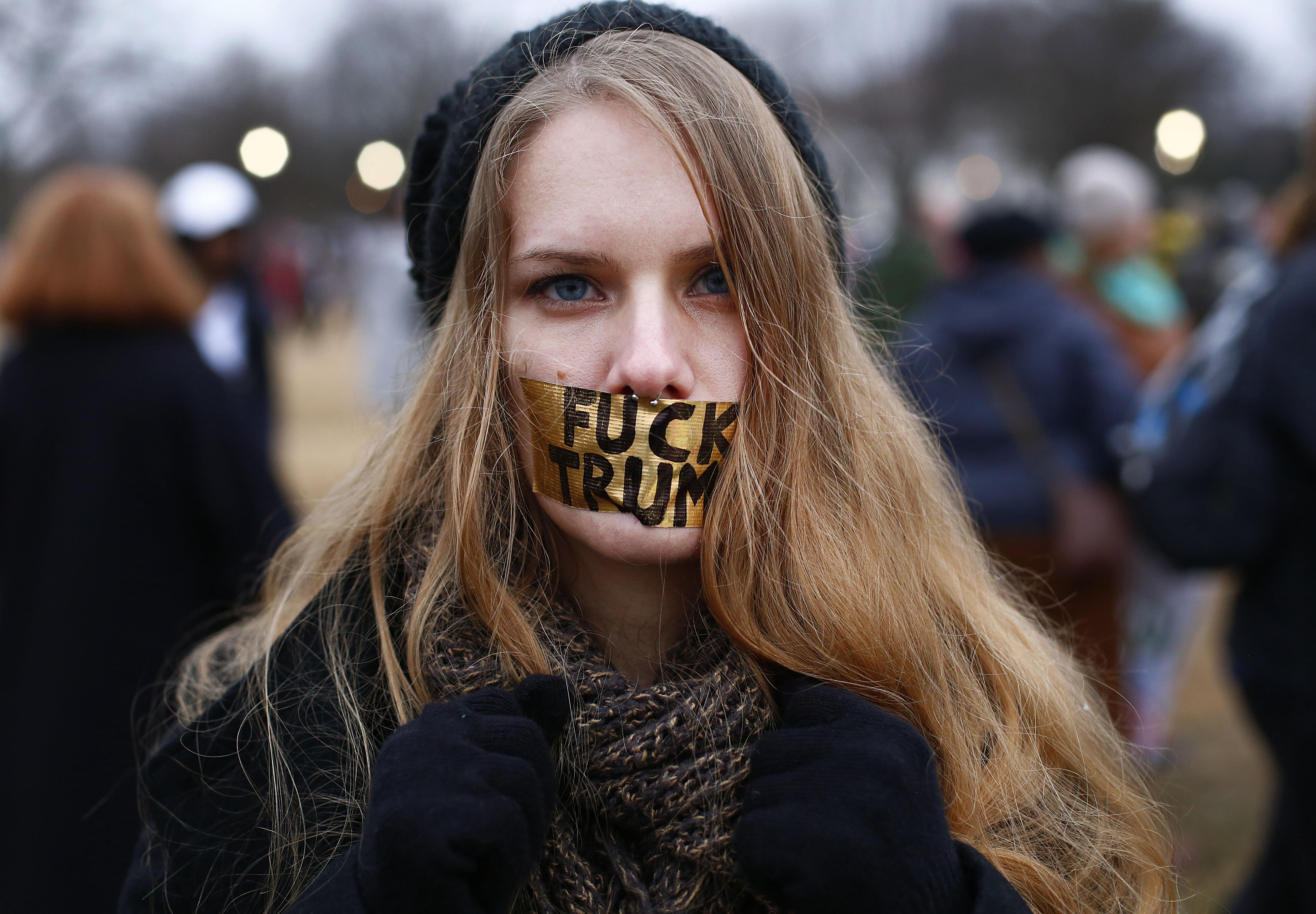 Dühös nők milliói indították az első ostromot az új amerikai elnök ellen