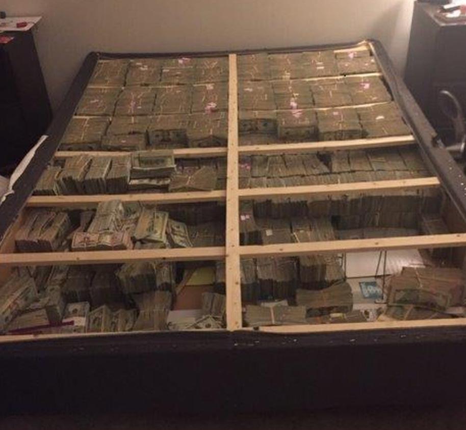 Itt van 20 millió dollár ágyba rejtve, pont olyan ínycsiklandó, ahogy képzelnéd