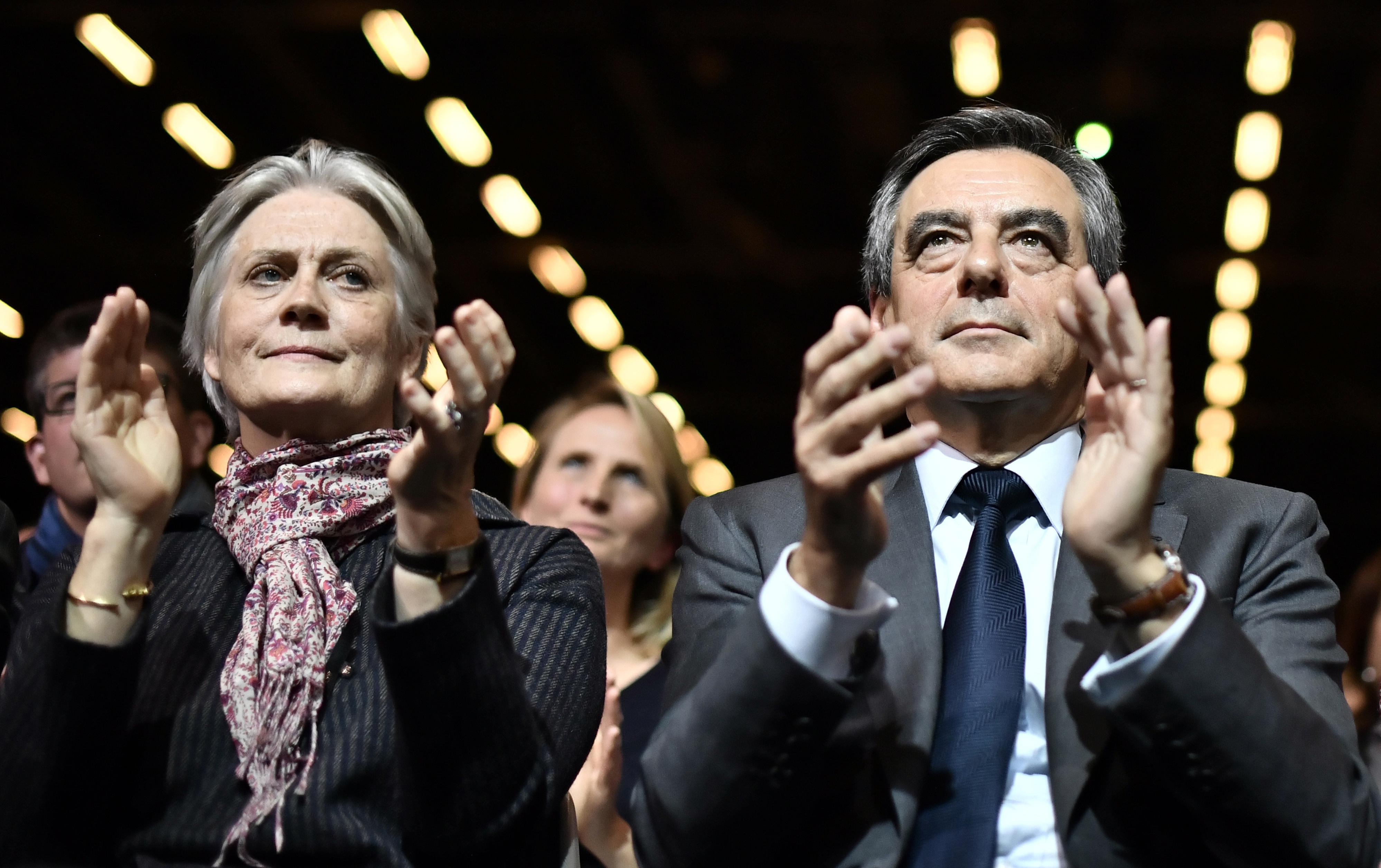 """Francois Fillon a neje mellett gyerekeit is """"asszisztensként"""" alkalmazta"""