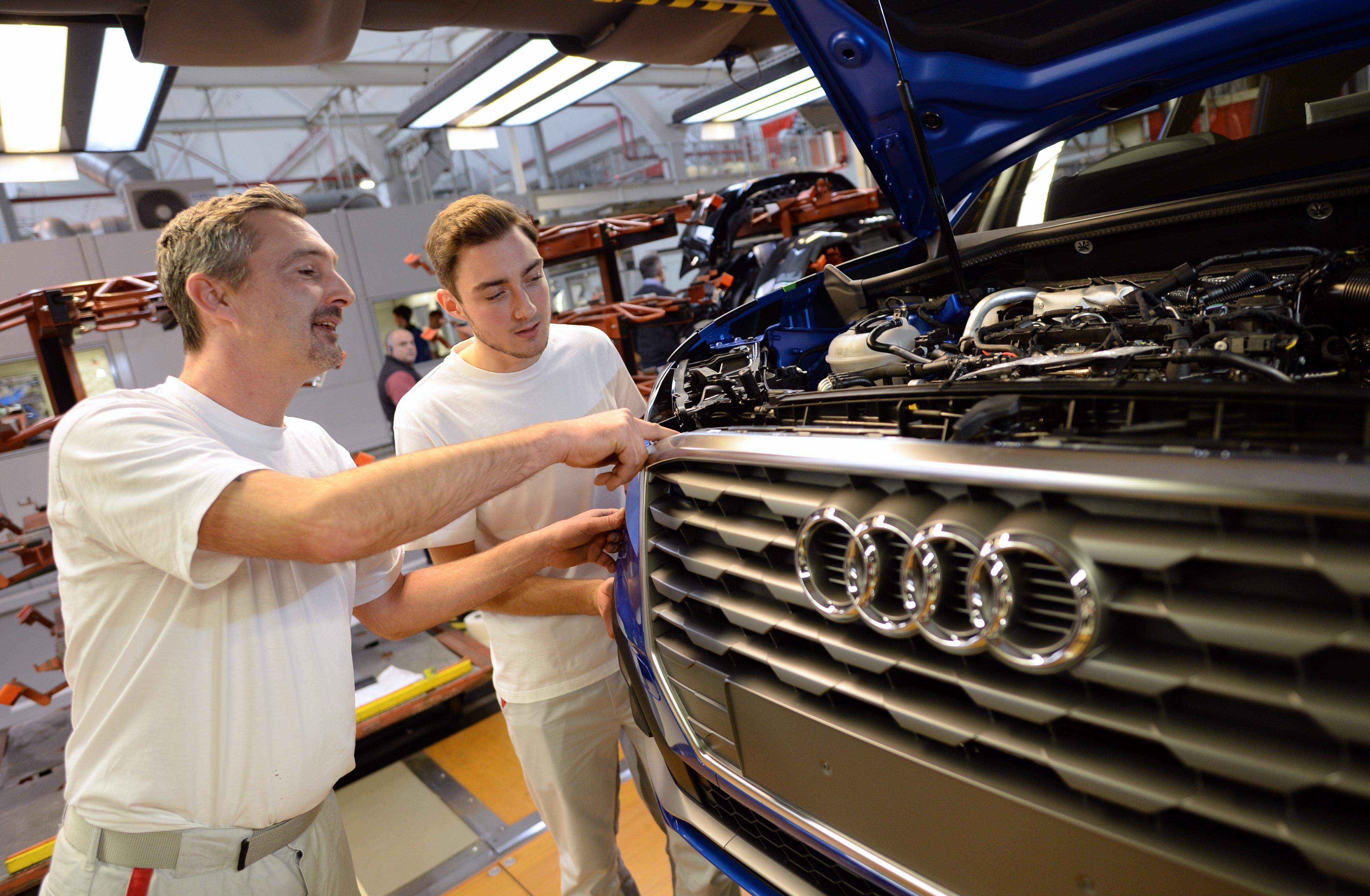 Kétórás sztrájk lesz a győri Audi-gyárban