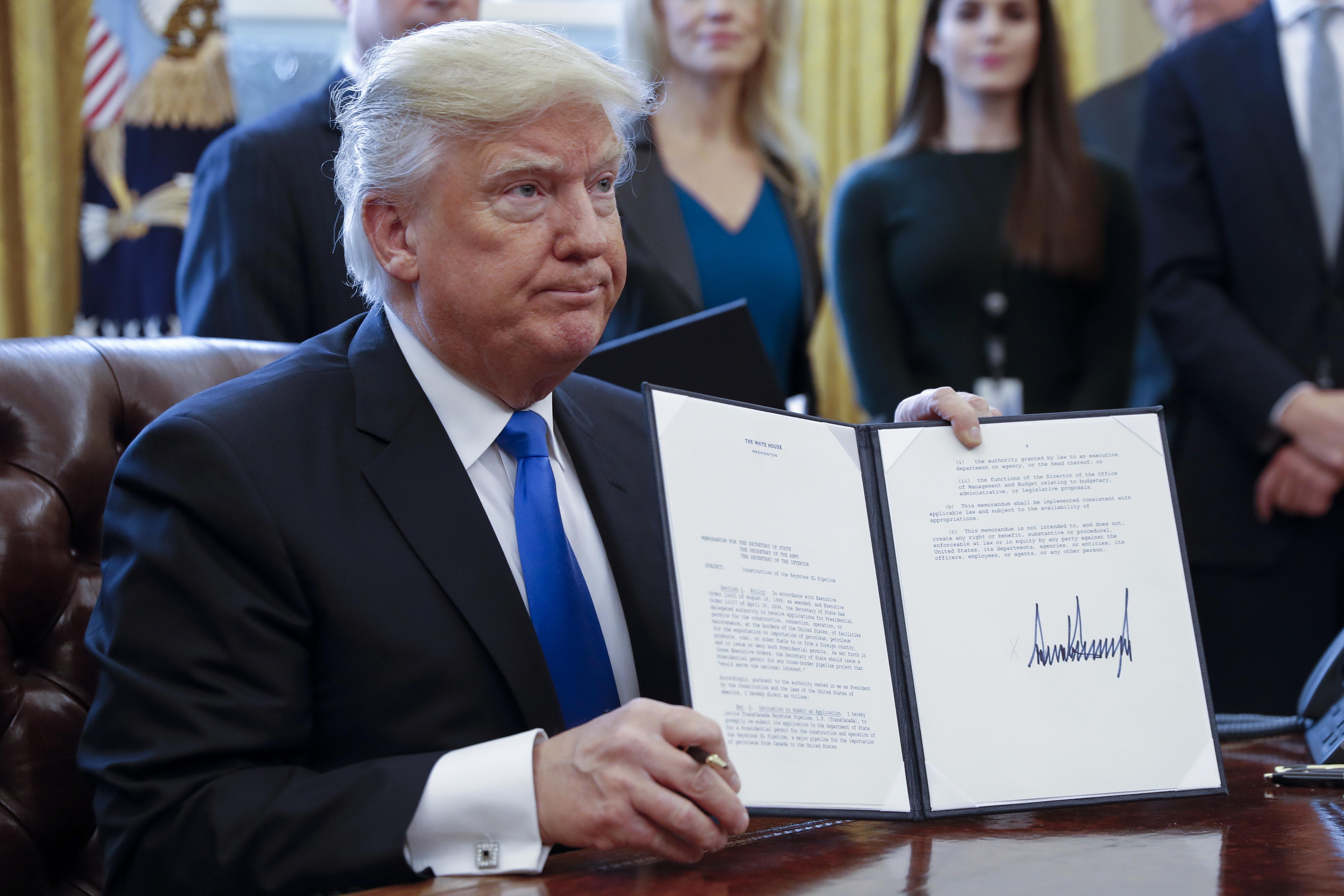 Már majdnem ezer amerikai diplomata lázad Trump vízumrendelete ellen