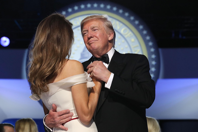 Trump ügyvédje azt állítja, a saját pénzéből fizette ki a 130 ezer dollárt a hallgatásáért a pornószínésznőnek, aki lefeküdt Trumppal