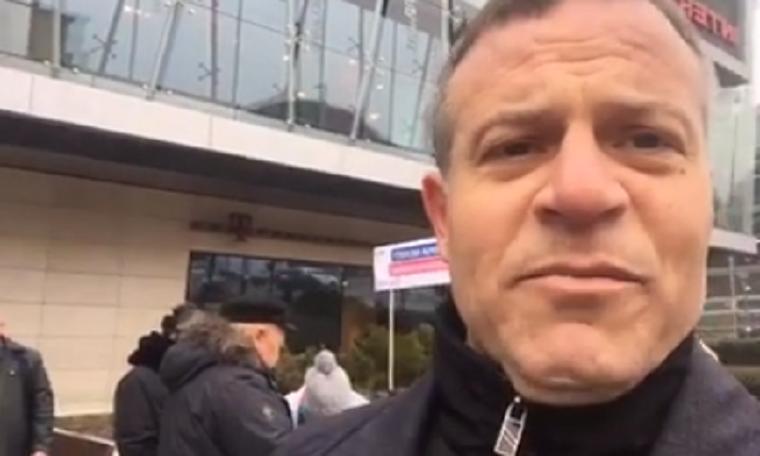 Nem engedték az Allee biztonsági őrei, hogy Juhász Péter aláírásokat gyűjtsön az olimpia ellen