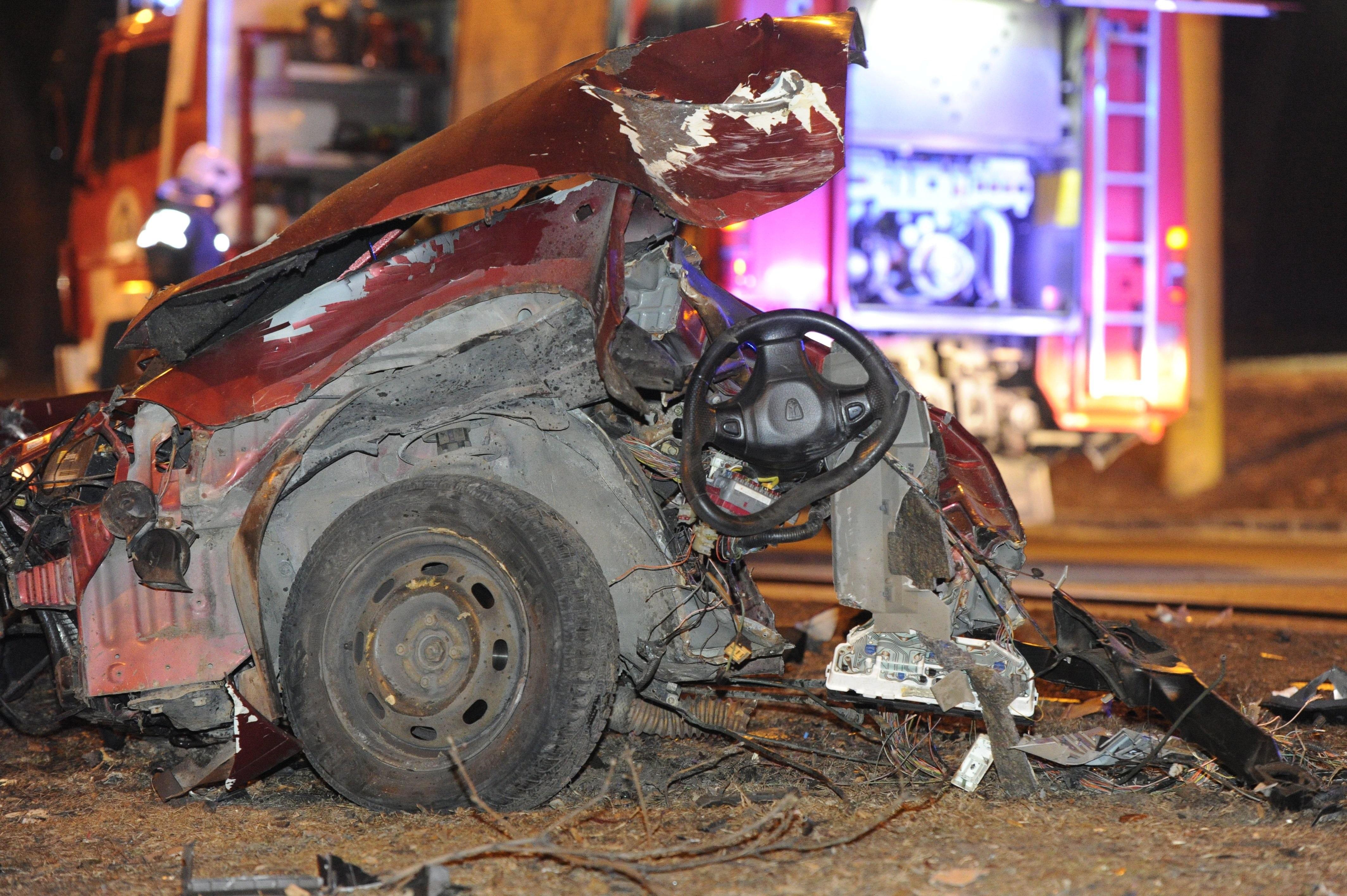 Kettévágta a lámpaoszlop az autót a Krisztina körúton
