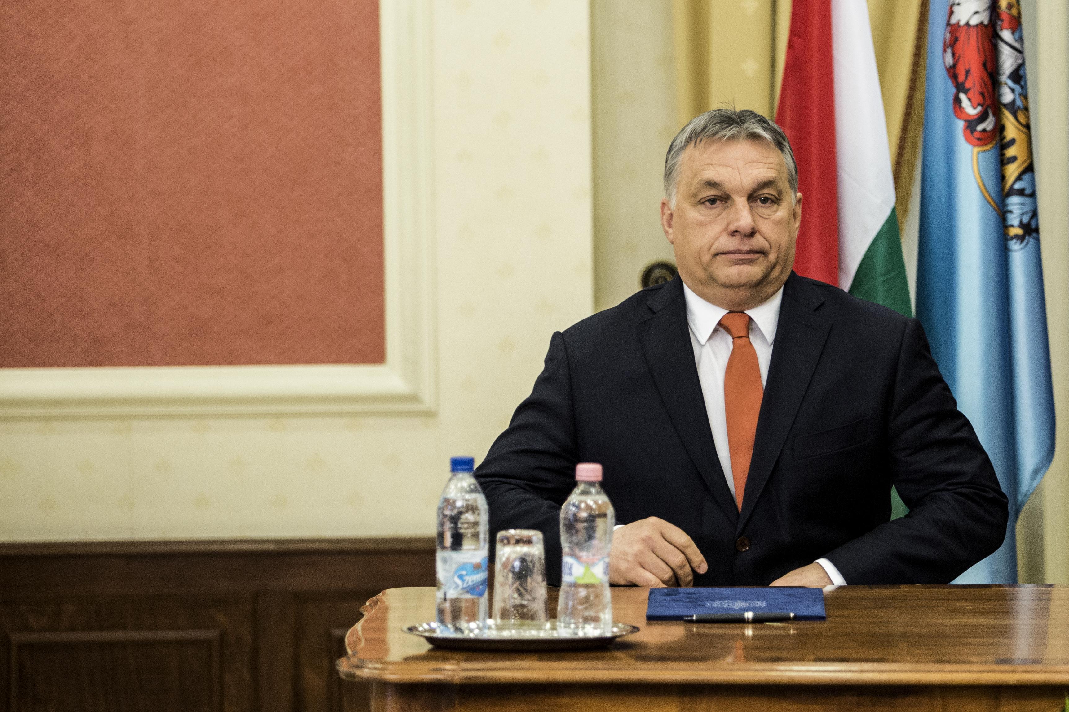 Orbán már arra sem tud egyenesen válaszolni, hogy Soros-ösztöndíjasként érte-e politikai befolyás, és ezt jelentette-e
