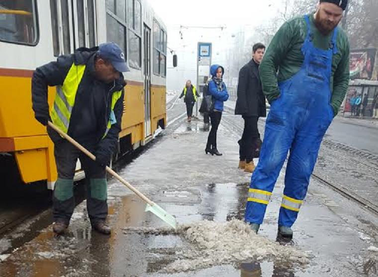 Végre egy jó hír: megkaptuk az első képet arról, hogy tényleg takarítanak egy megállóban