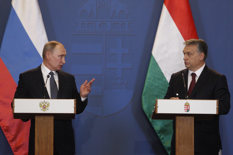 Putyin alapvetően a dzsúdóvébére jön, de azért tart egy munkamegbeszélést Orbánnal is, és ha már itt van, jön vele pár miniszter is tárgyalni