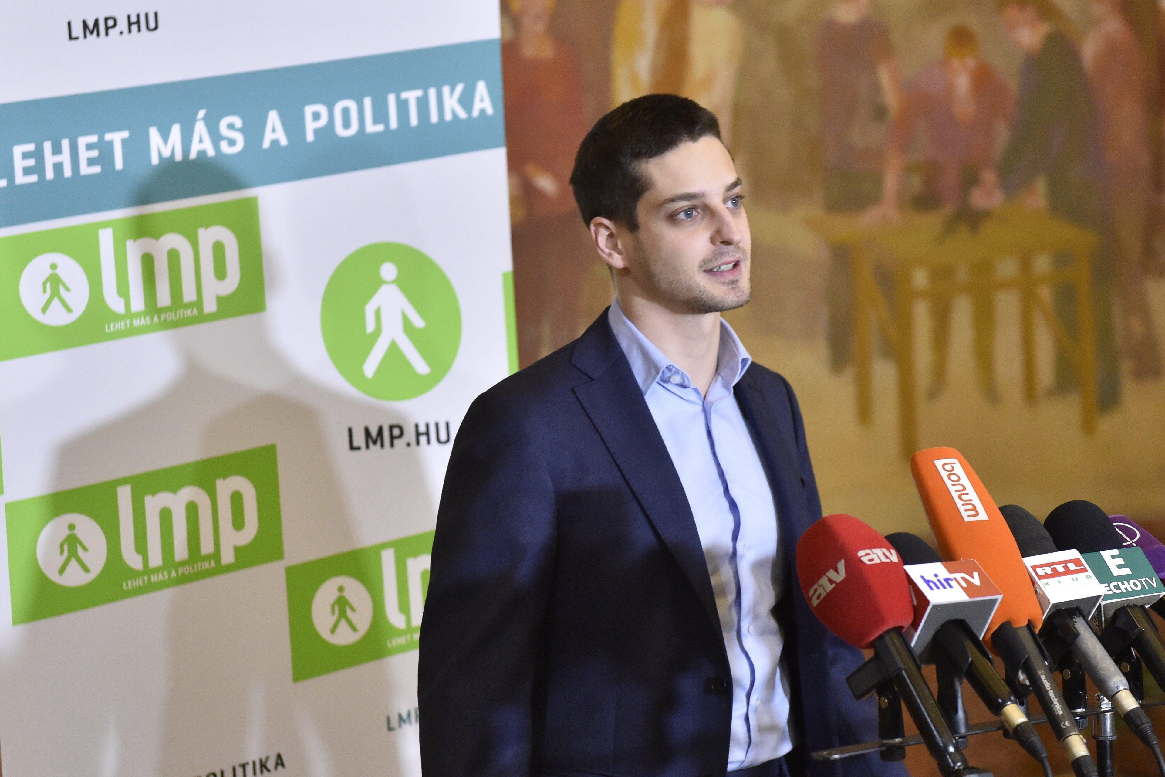 Az egyik fesztiválozó háromszor zavarta ki a sátrából Ungár Pétert, mielőtt kirakták a Momentum fesztiváljáról