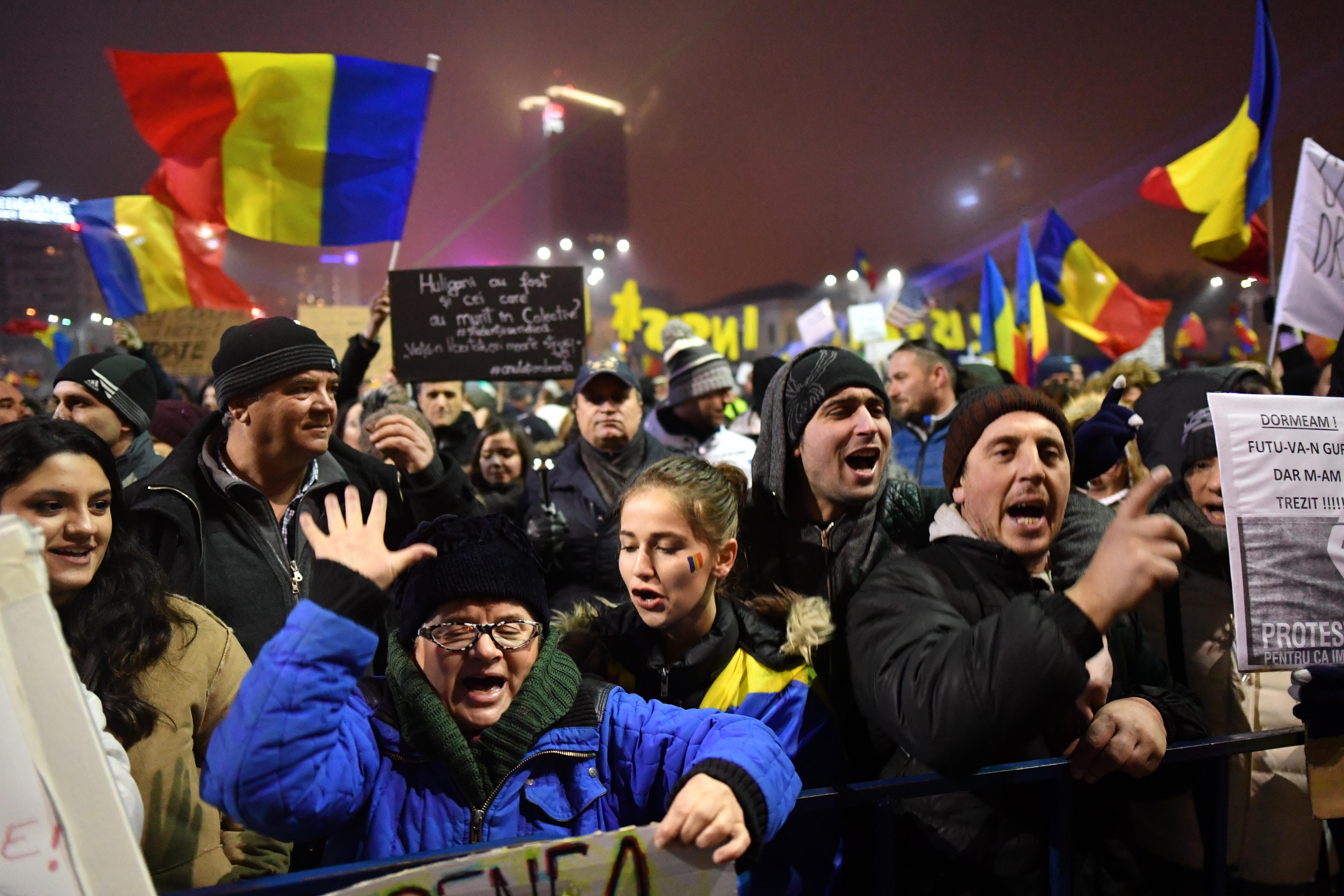 Megrémültek a román aktivisták, hogy ellenük hoztak törvényt, de a benyújtó mindenkit megnyugtatott, hogy valójában a magyarok ellen