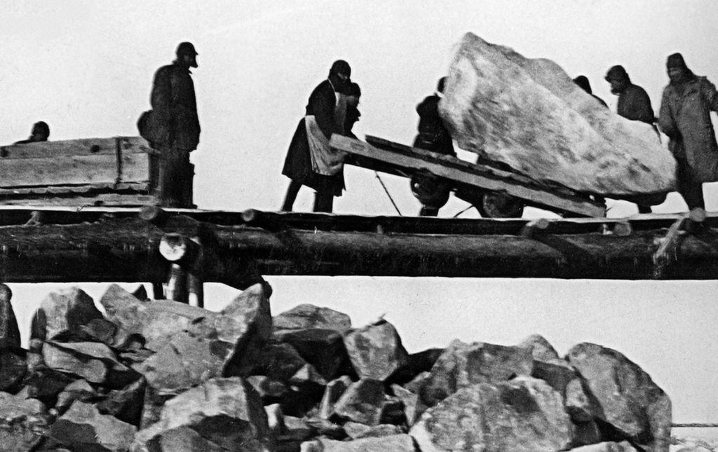 14 méter magas, szögesdróttal díszített obeliszket állíthatnak a Gulagra hurcoltak emlékére a belvárosban