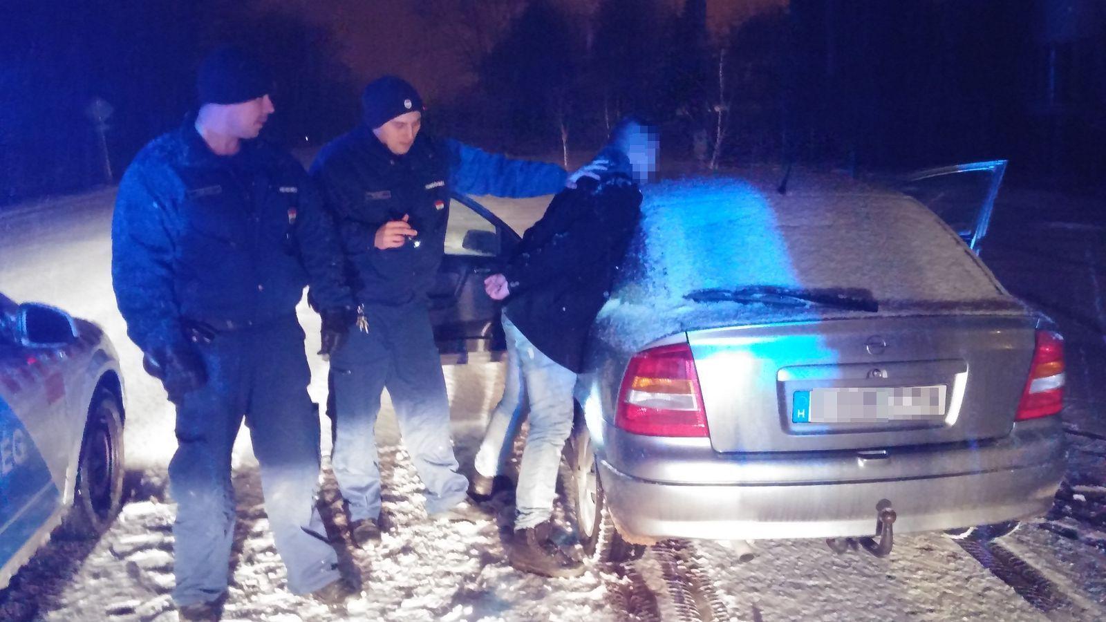 Kést rántott a stoppos Kocsordon, amikor ki akarták tenni az autóból