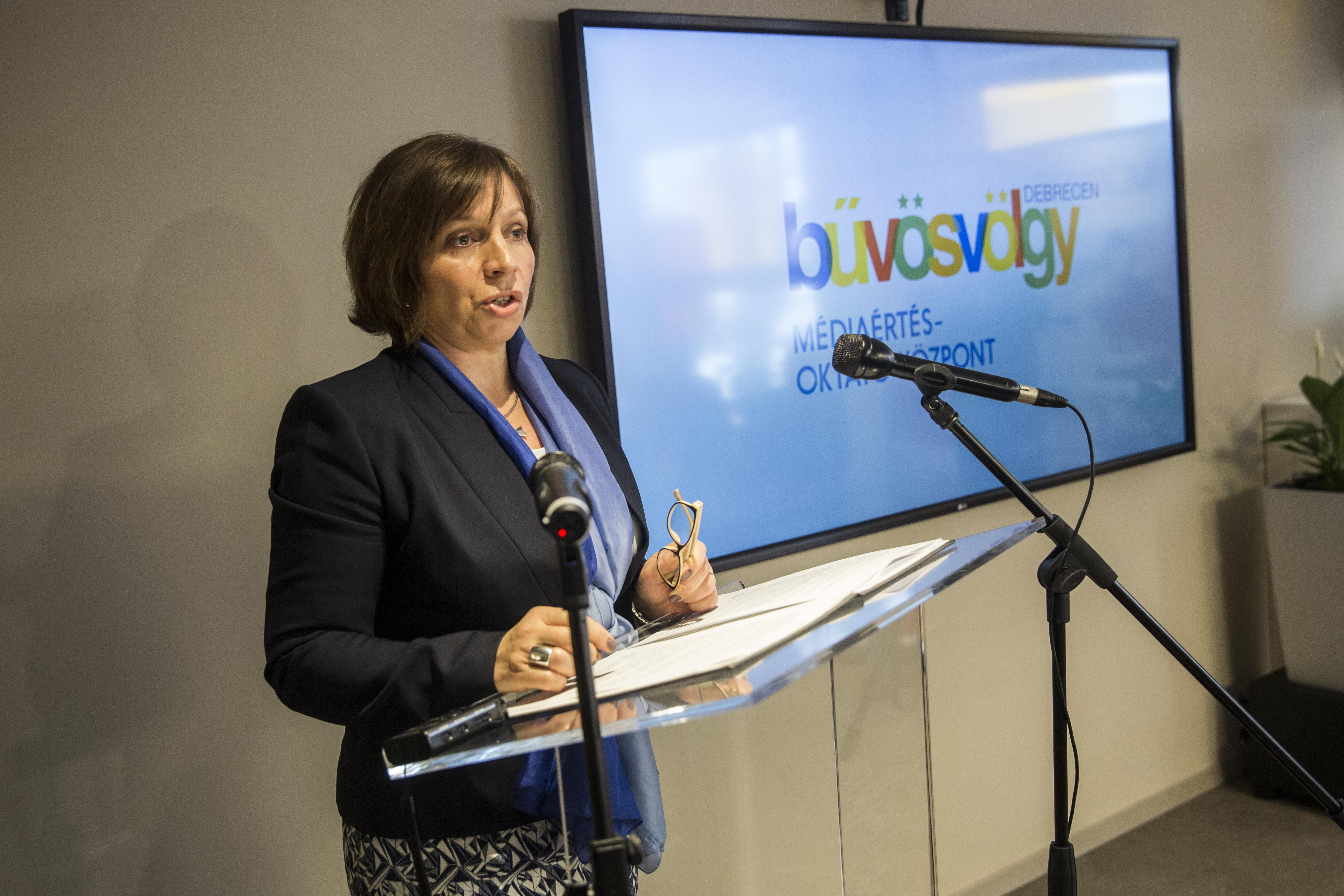Karas Monika havi 4 milliójában ott csilingel az egész Orbán-rendszer lényege