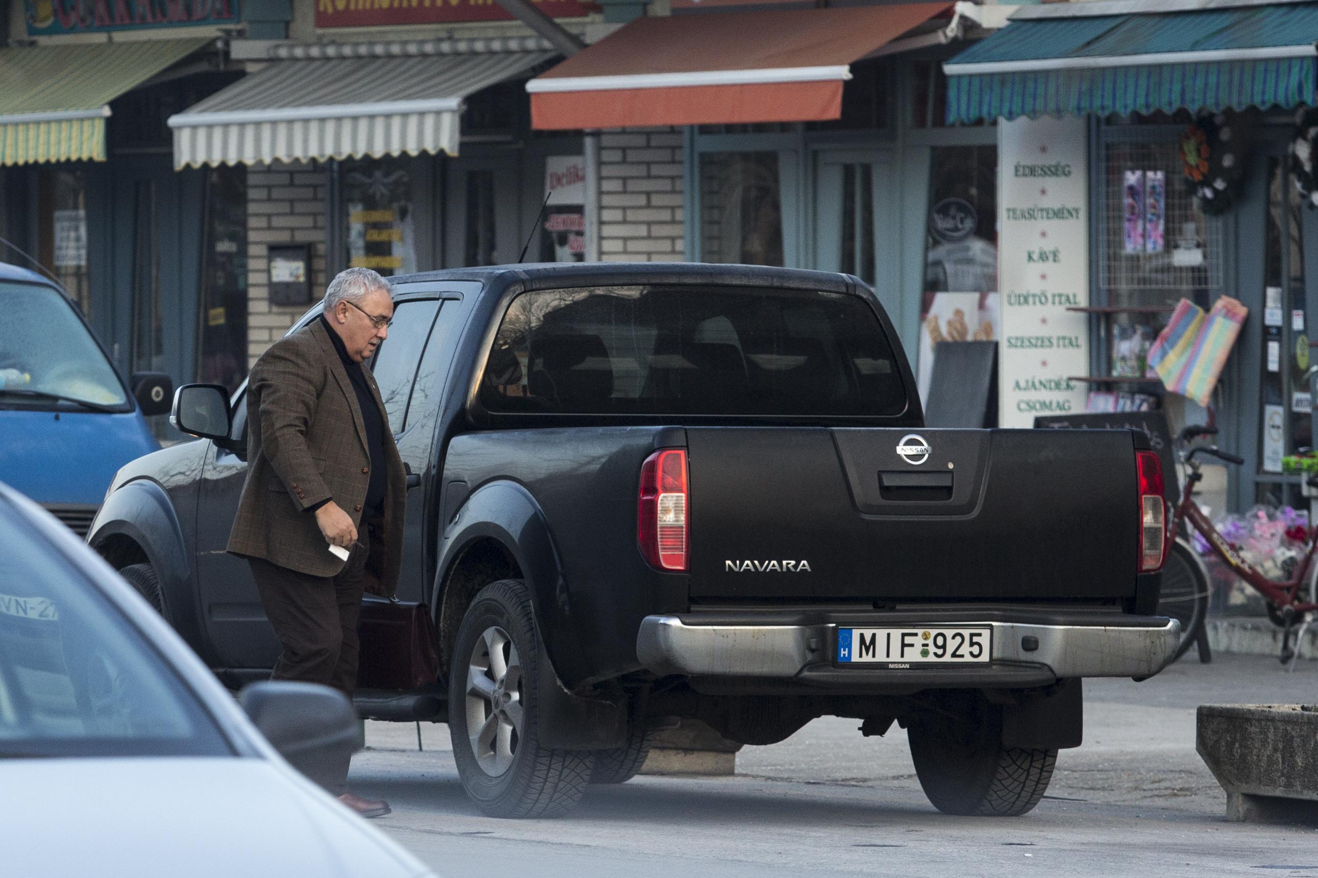 Nyomozást indított az ügyészség Mondok József izsáki polgármester ügyében, aki EU-s pénzből épített egy vadászházat, aztán fogta magát, és beköltözött